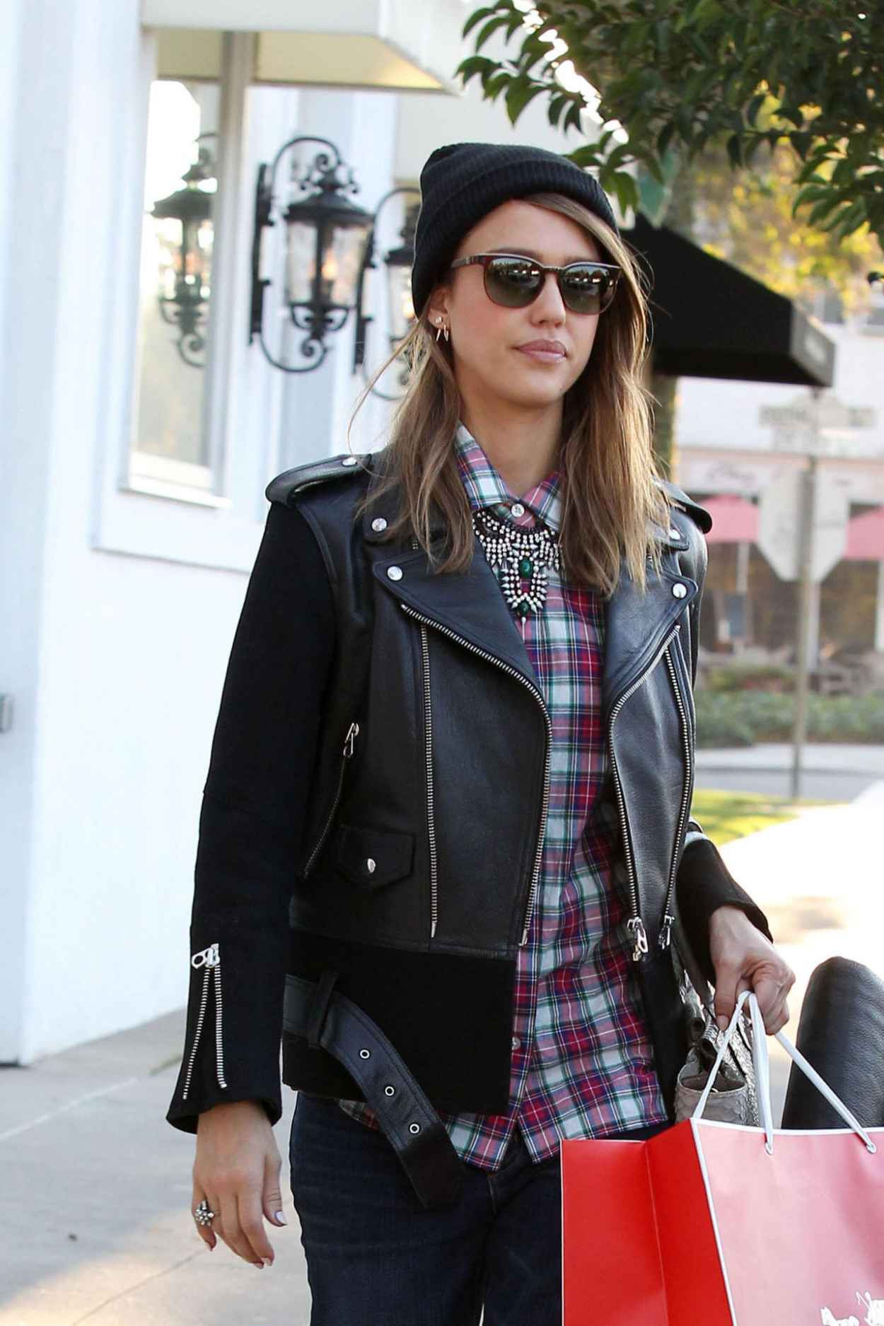 Jessica Alba Street Style Shopping In Los Angeles Dec 2015
