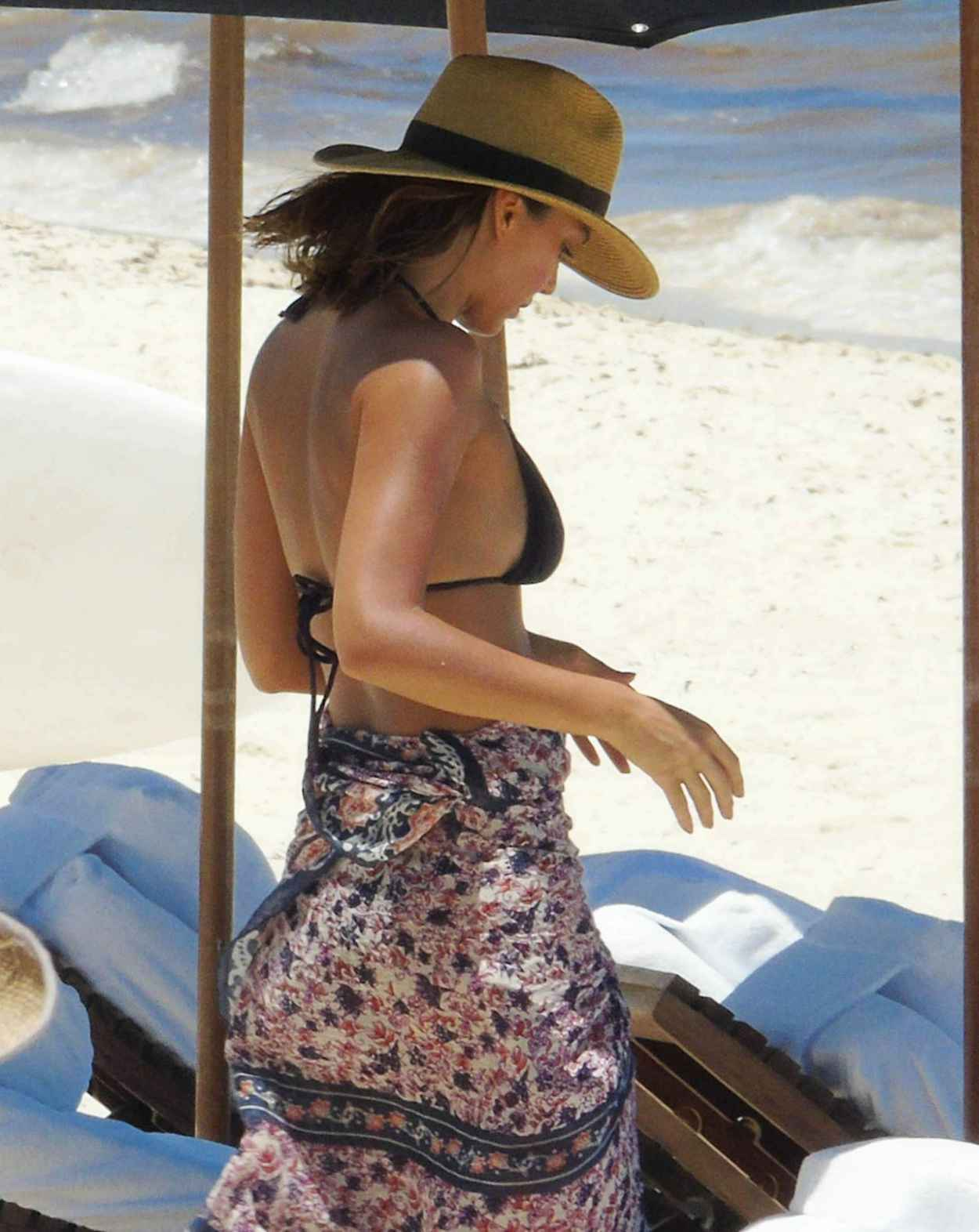 Jessica Alba Wearing a Bikini at a Beach in Cancun, August 2015-4