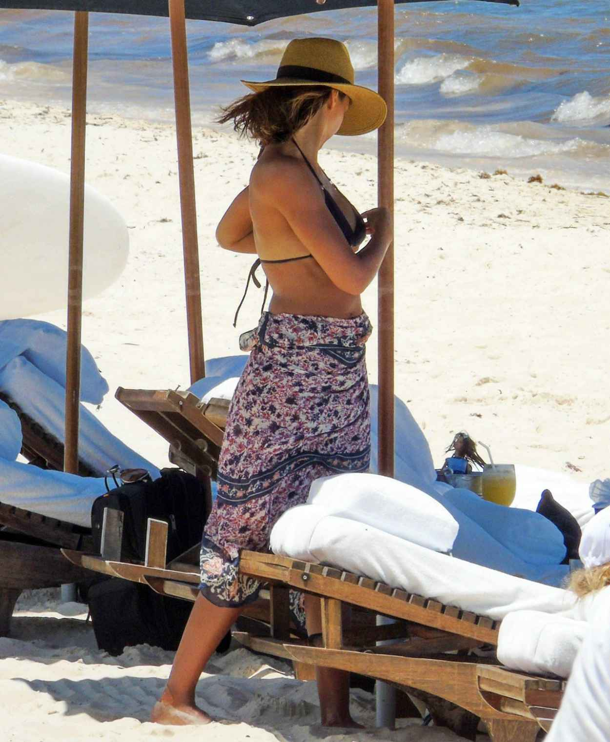 Jessica Alba Wearing a Bikini at a Beach in Cancun, August 2015-5