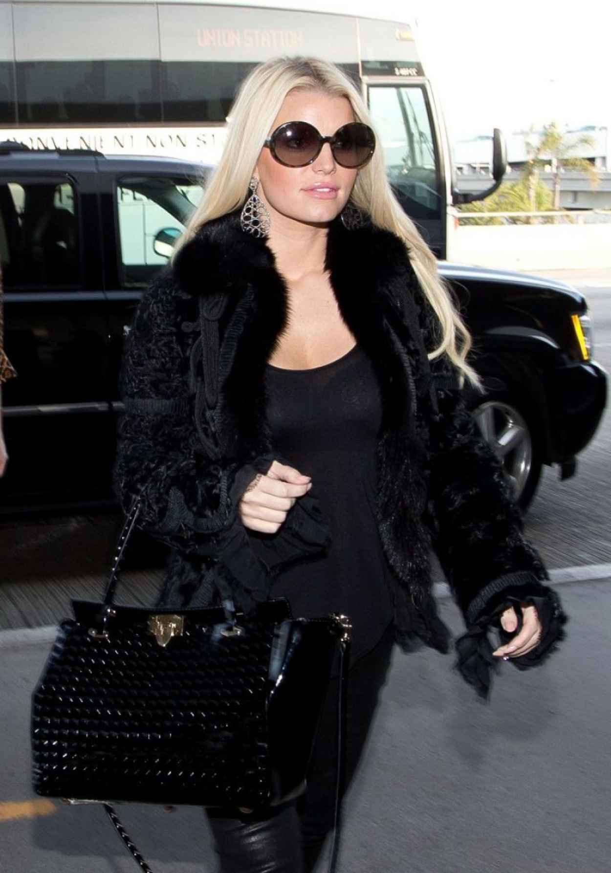 Jessica Simpson Street Style - at LAX Airport, January 2015-1