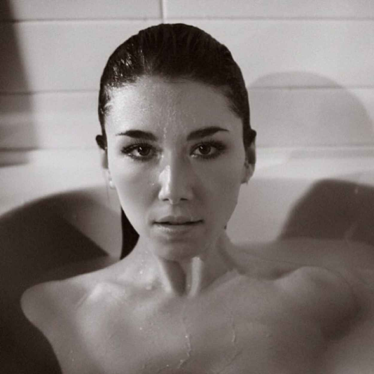 Jewel Staite - Tj Scott Photoshoot for His In The Tub Book-1