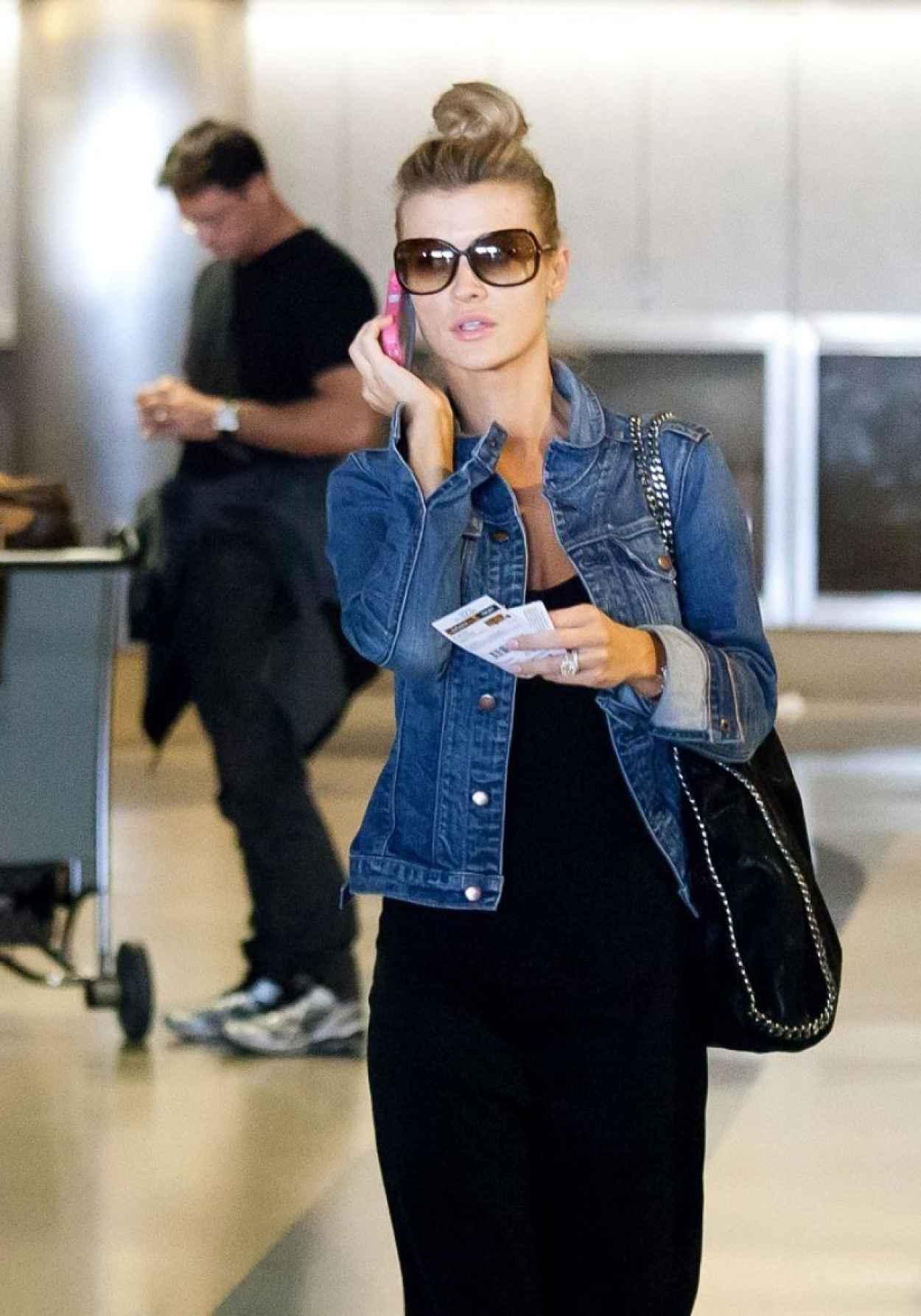 Joanna Krupa Street Style - At LAX Airport - December 2015-1