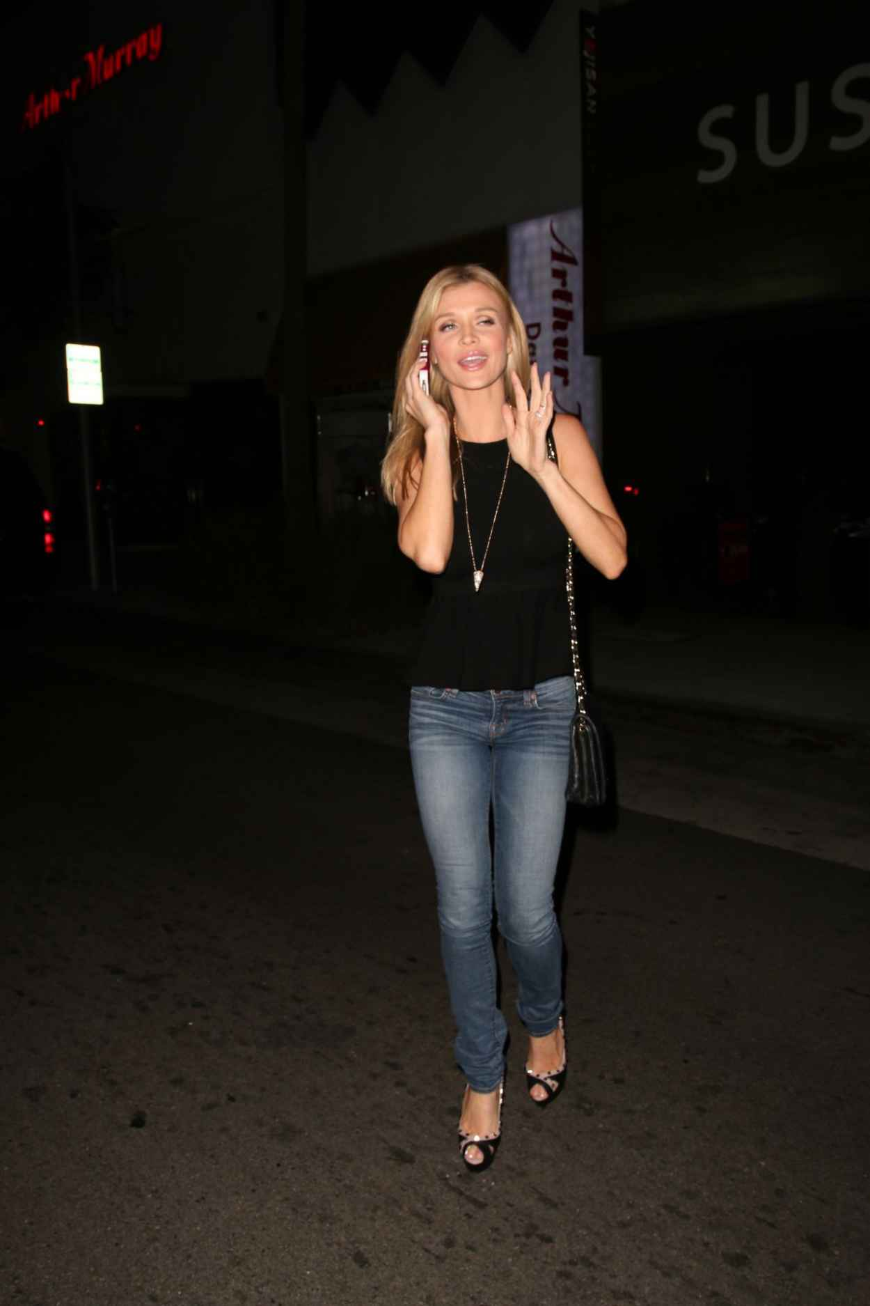 Joanna Krupa Street Style - Outside Hakkasan Restaurant in Beverly Hills-3