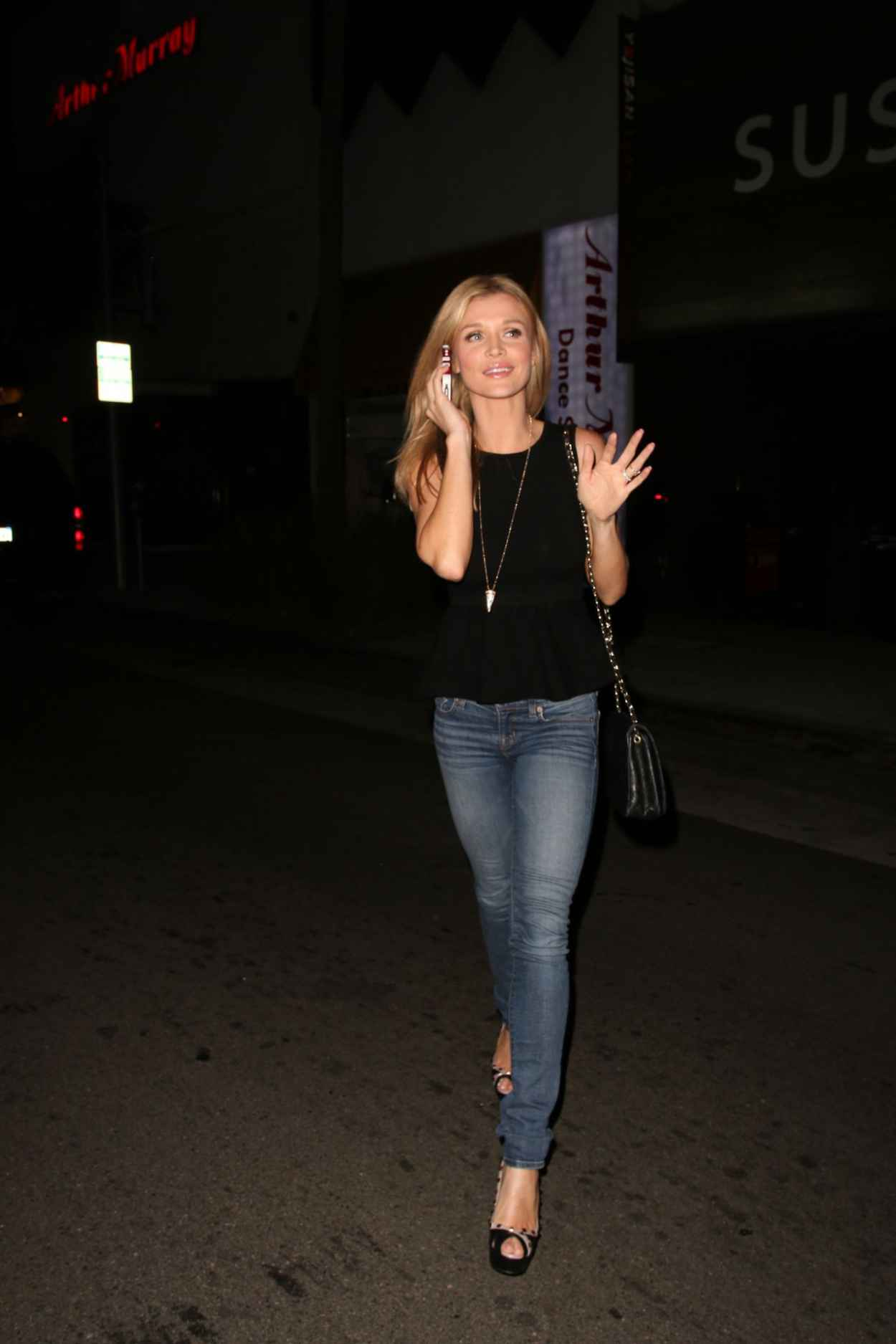 Joanna Krupa Street Style - Outside Hakkasan Restaurant in Beverly Hills-4