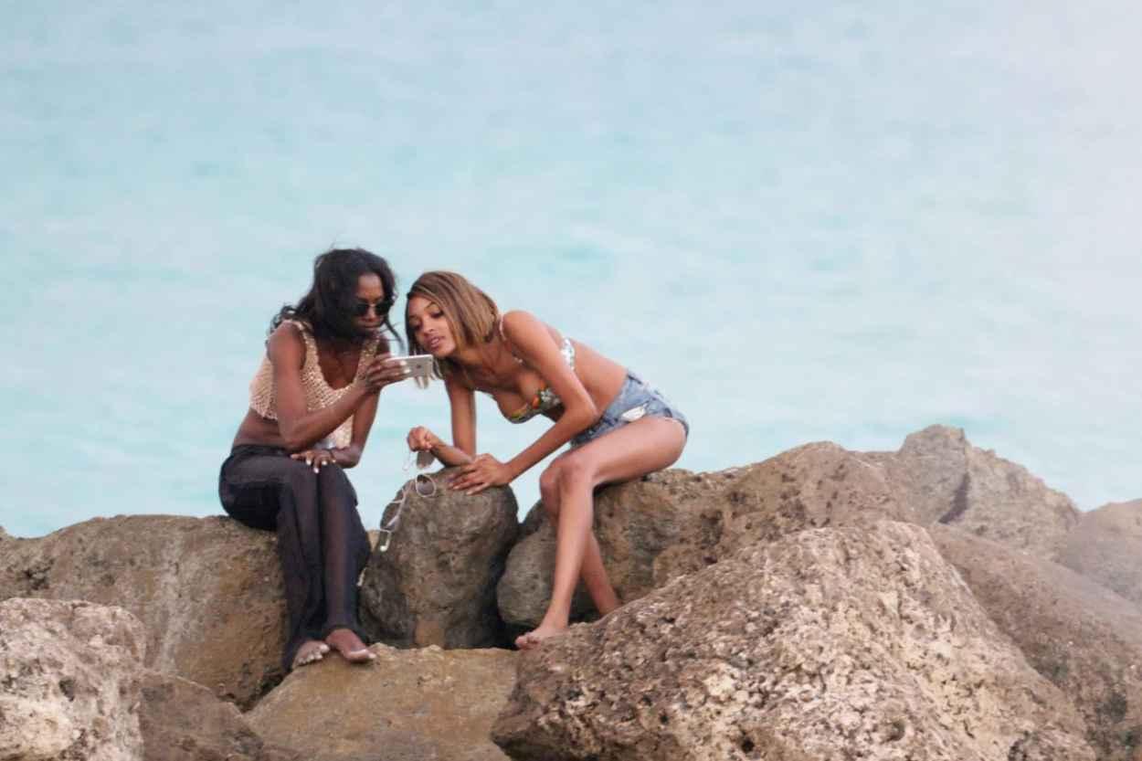 Jourdan Dunn Bikini Candids - Beach in Miami, December 2015-2
