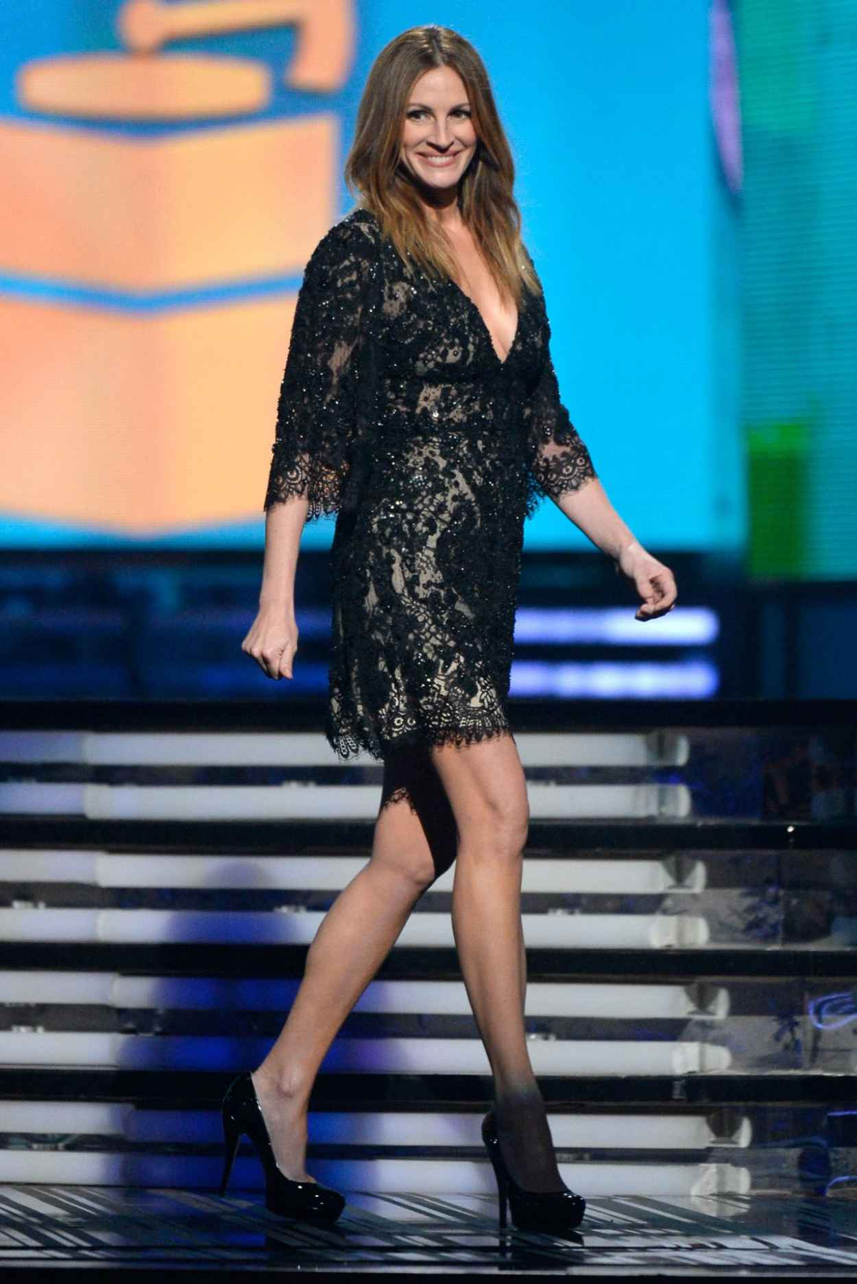 Julia Roberts Wears Elie Saab at 56th Annual Grammy Awards - January 2015-1