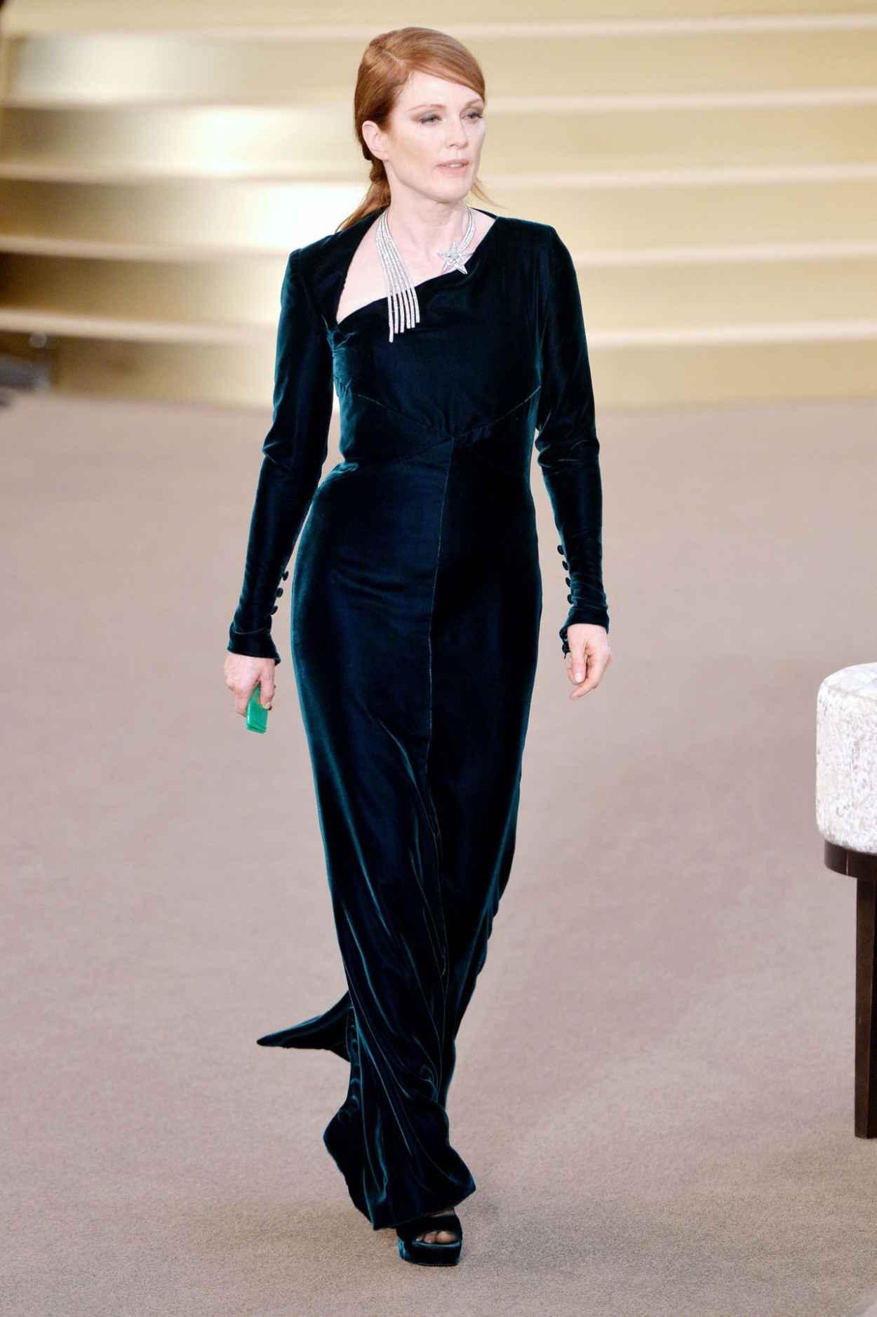 Julianne Moore - Chanel Fashion Show in Paris, July 2015-2