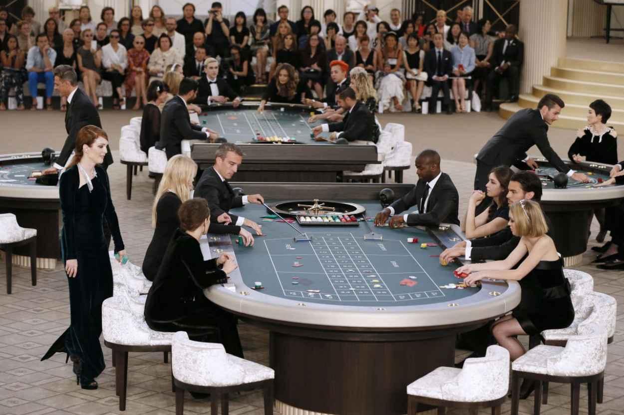 Julianne Moore - Chanel Fashion Show in Paris, July 2015-4