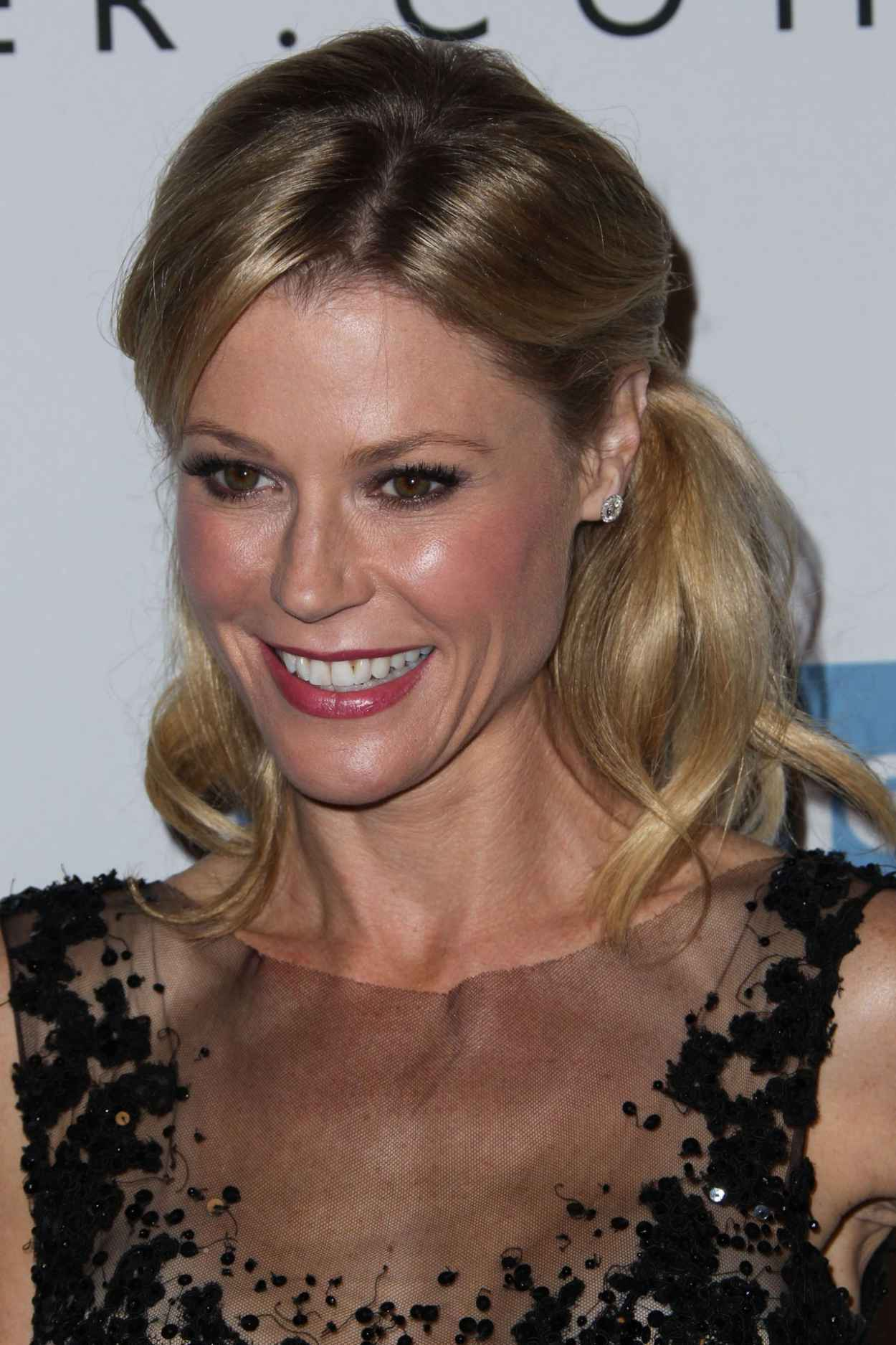 Julie Bowen Attends Second Annual Baby2Baby Gala in Culver City-1