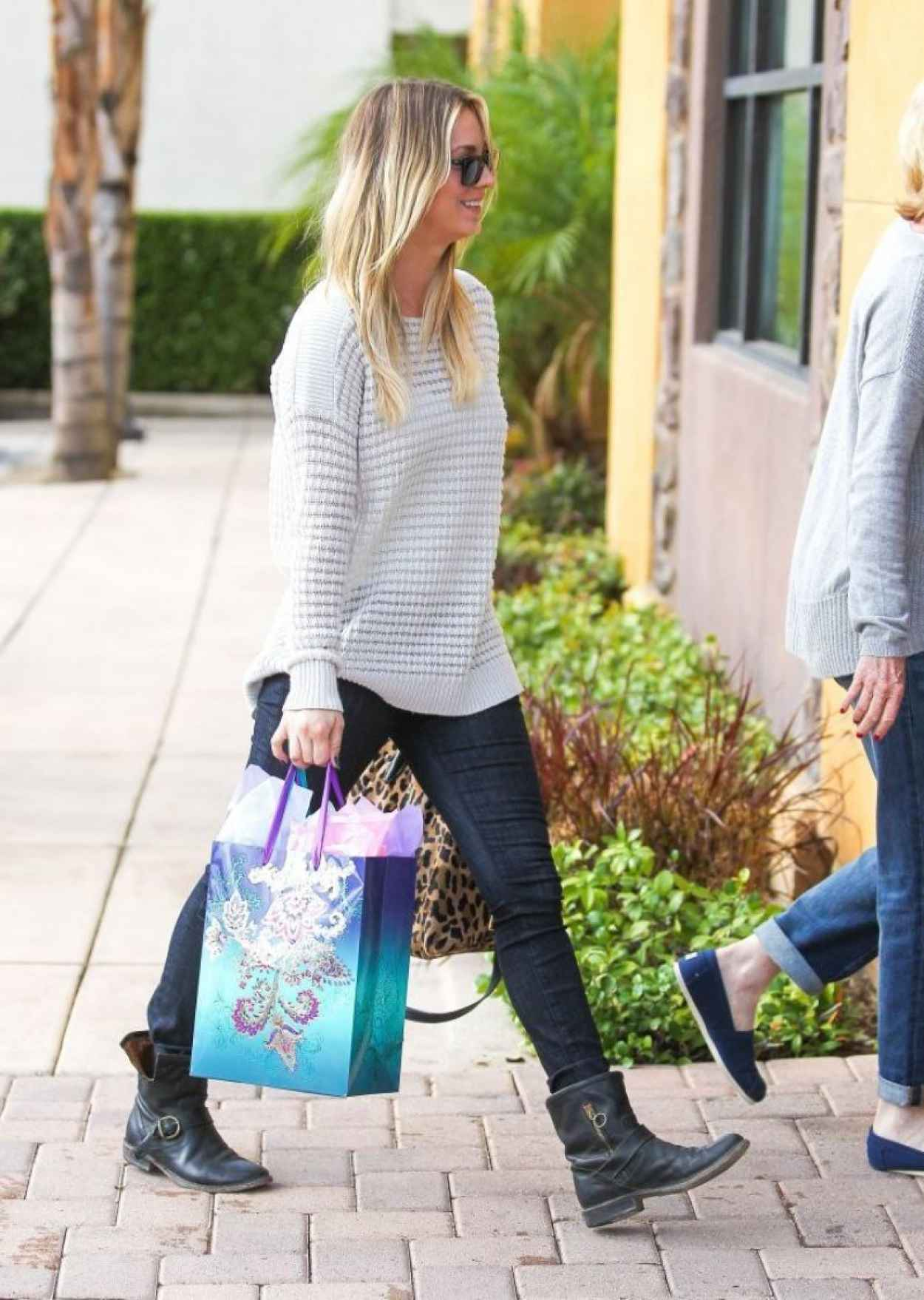 Kaley Cuoco Street Style - Out in Los Angeles - November 2015-1