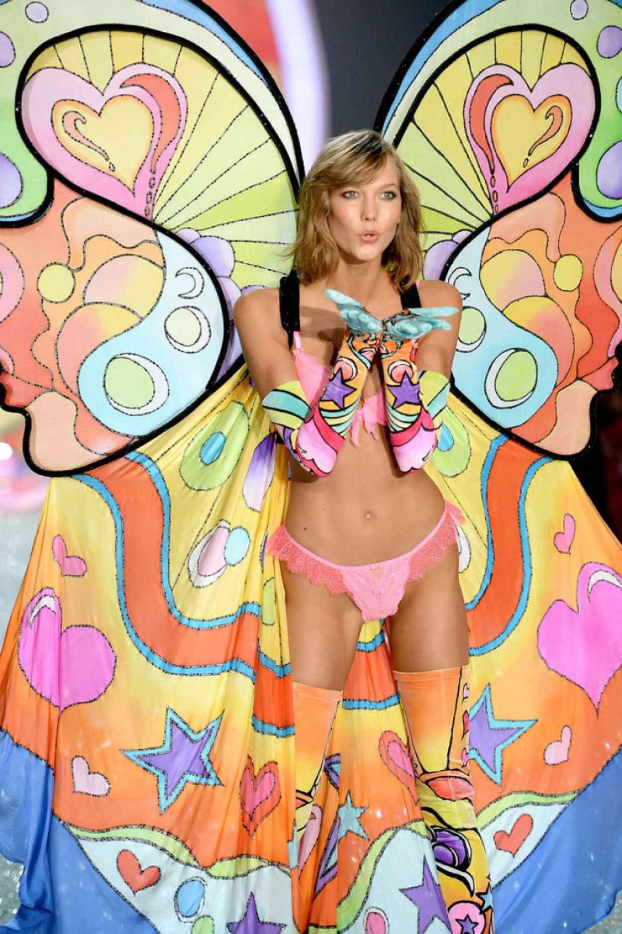 Karlie Kloss Runaway Photos - Victorias Secret Fashion Show in NYC-1