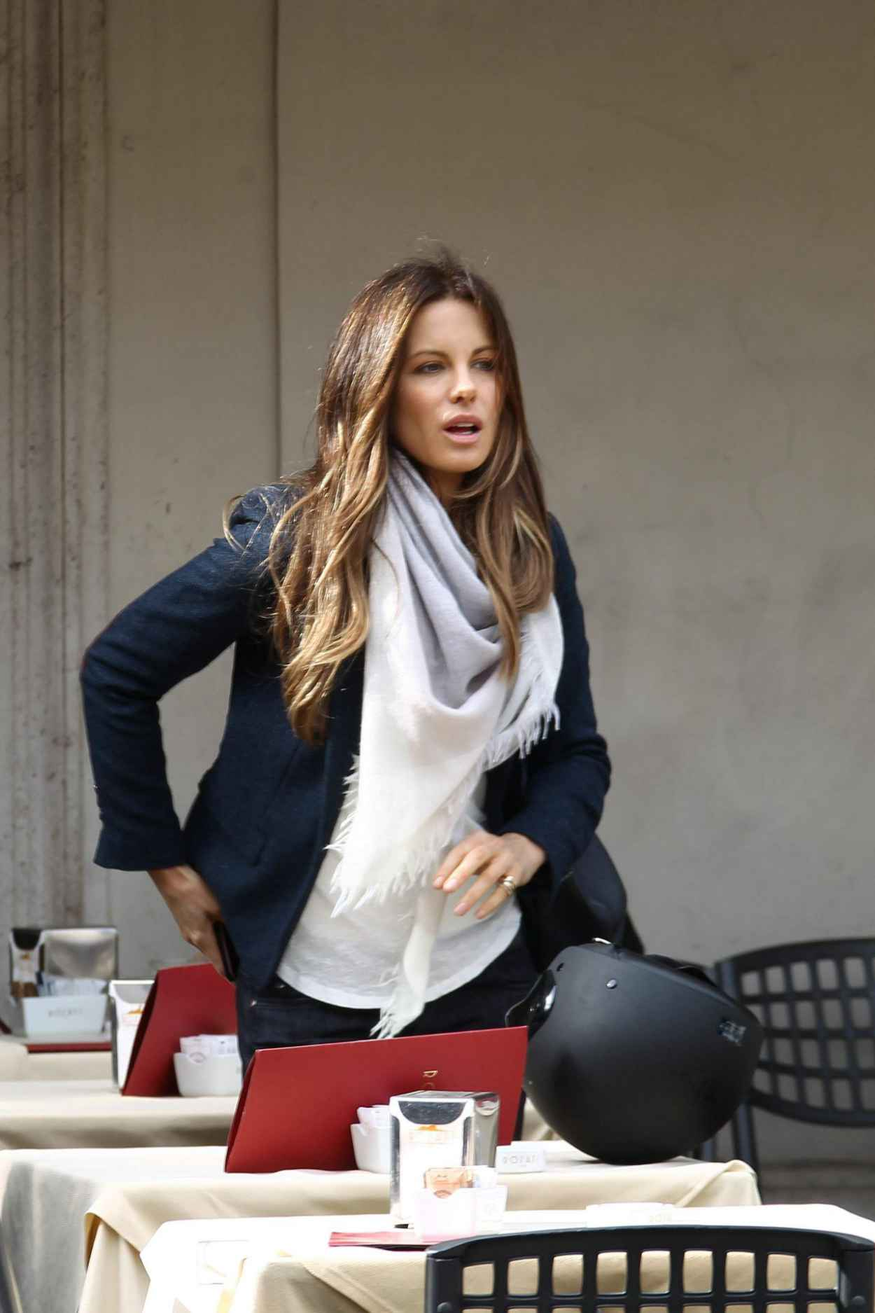 Kate Beckinsale On Set of THE FACE OF AN ANGEL Movie in Rome-1
