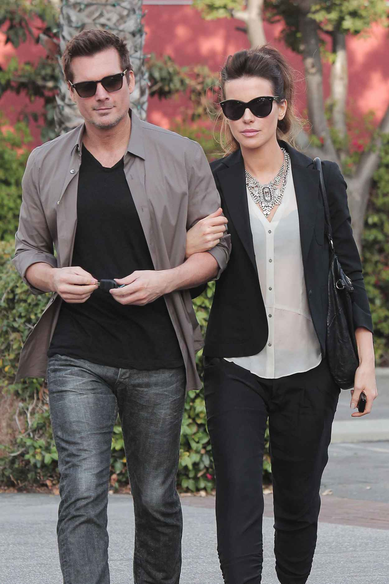 Kate Beckinsale Street Style - Out With Spouse Len Wiseman in Los Angeles - January 2015-1