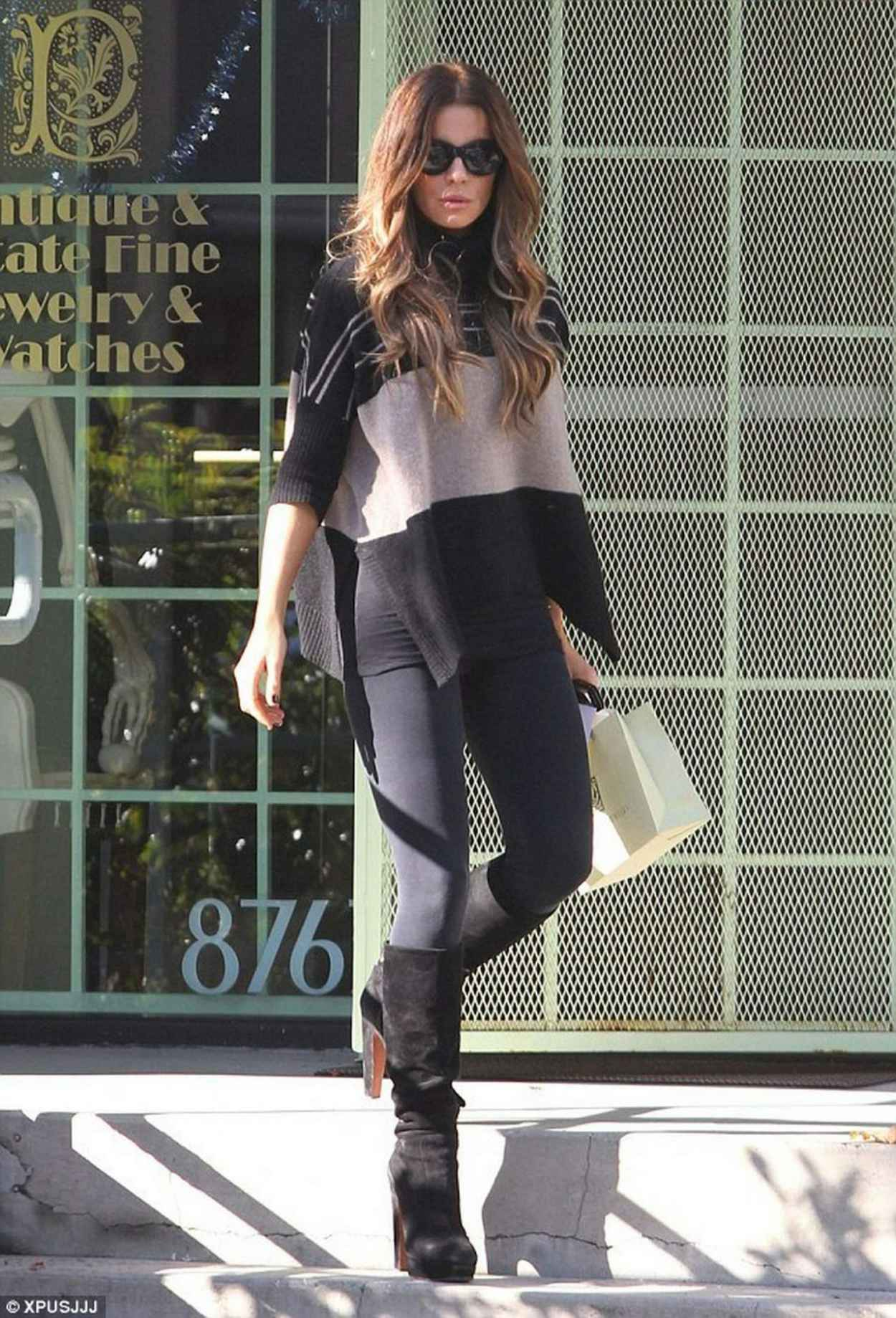 kate beckinsale street style � visits jewlery store in