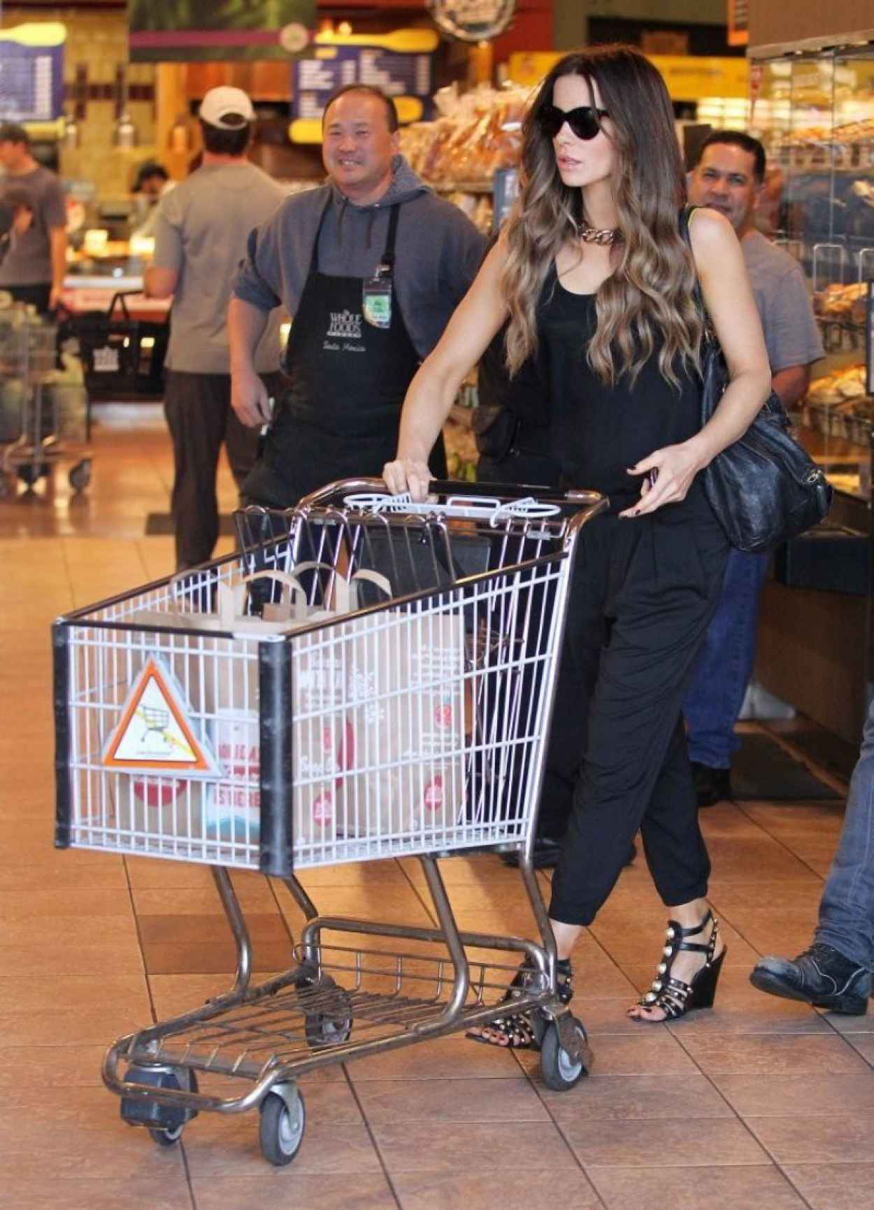 Kate Beckinsale Street Style - Whole Foods in Santa Monica - January 2015-1