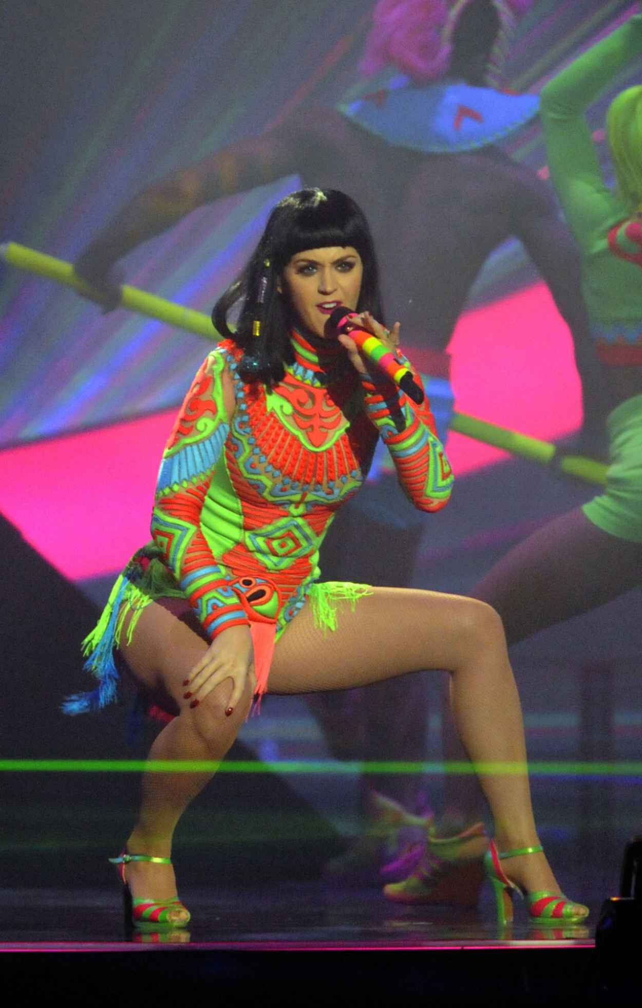 Katy Perry - The Brit Awards Live Show in London 2015-1