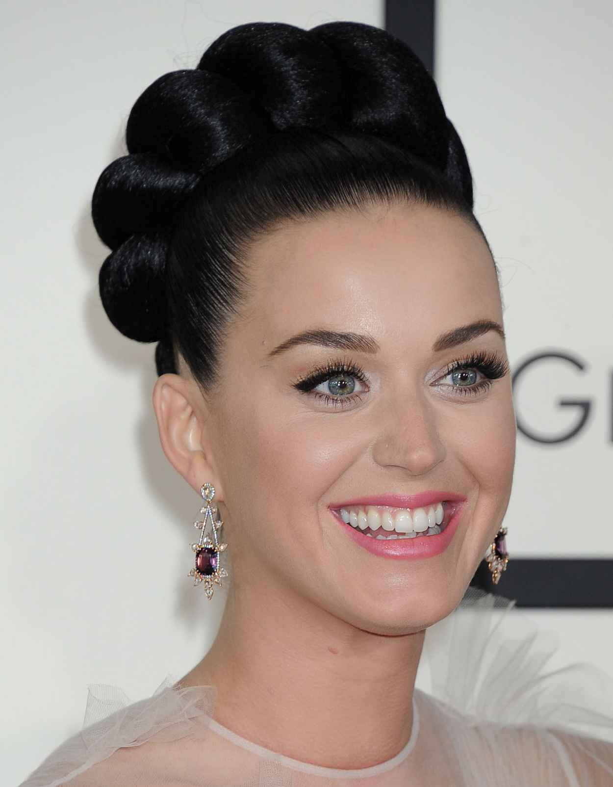 Katy Perry Wears Valentino Couture at 56th Annual Grammy Awards-1