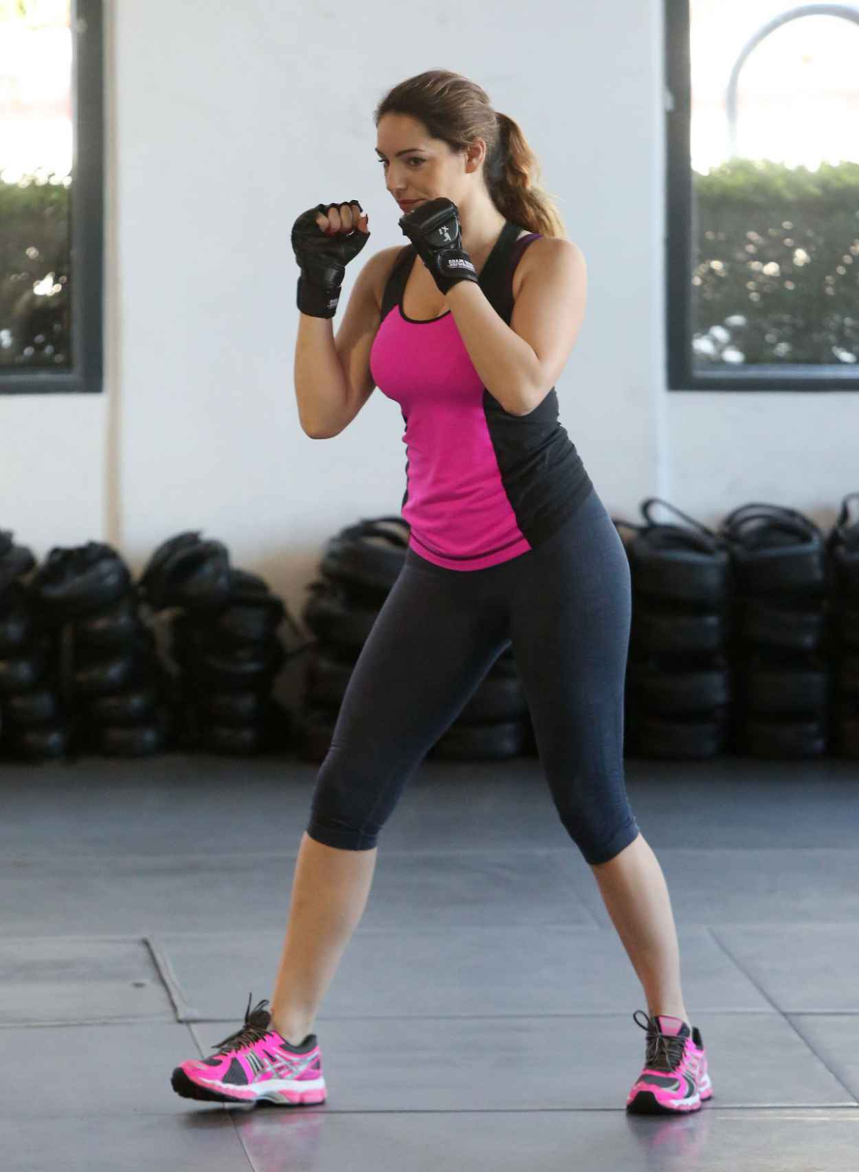 Kelly Brook at a Kickboxing Class-1