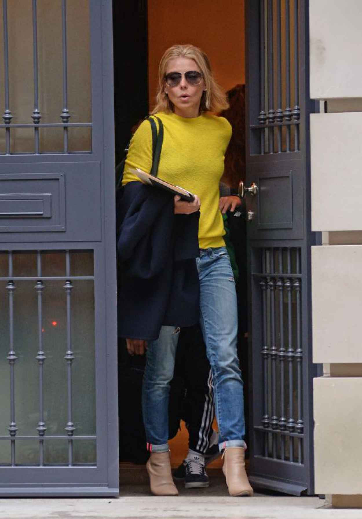 Kelly Ripa - Leaving Her Apartment in New York City - April 2015-1
