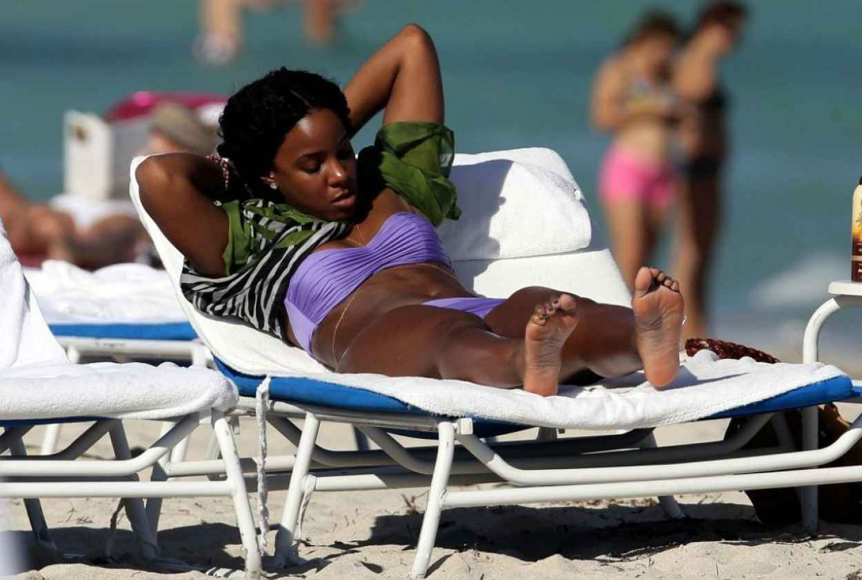 Kelly Rowland - Wearing a bikini Miami, January 2015-2