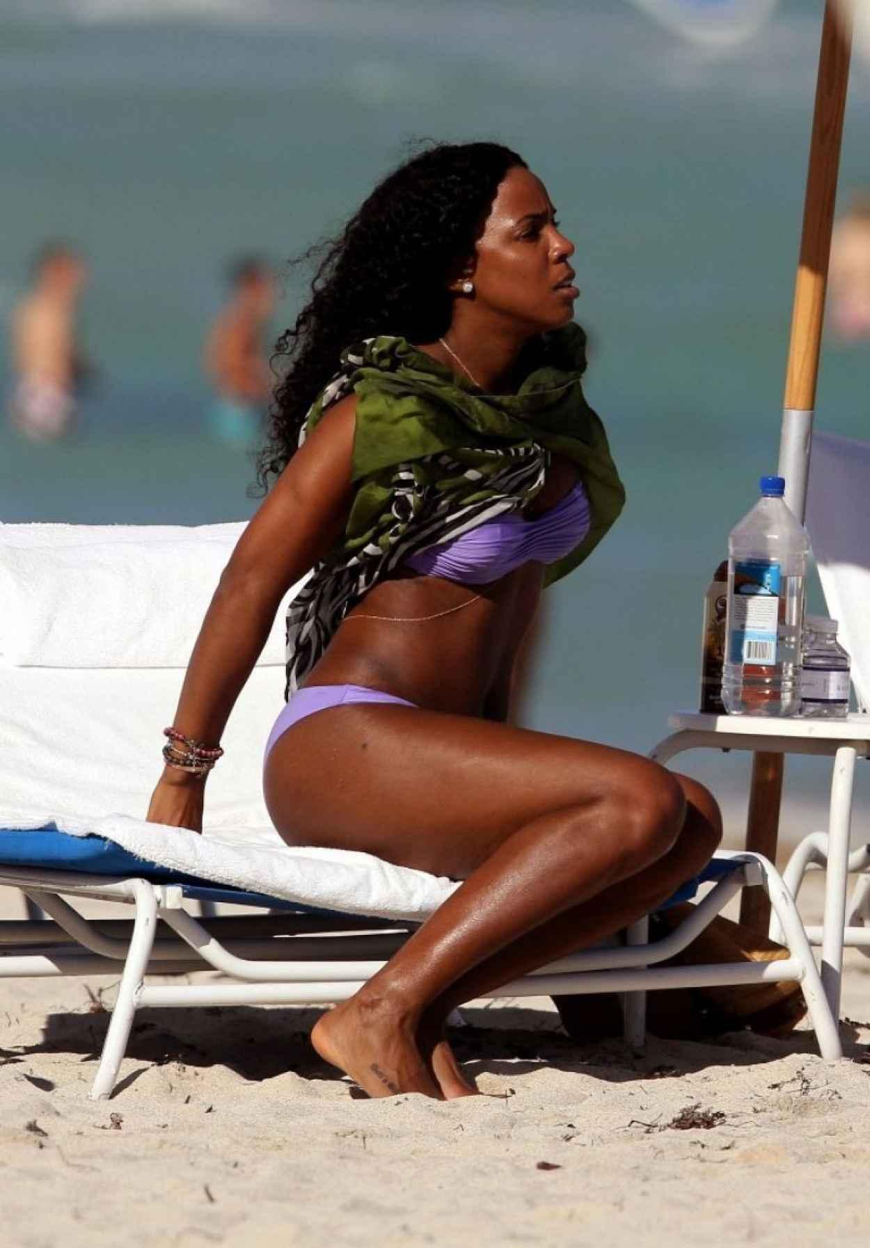 Kelly Rowland - Wearing a bikini Miami, January 2015-1