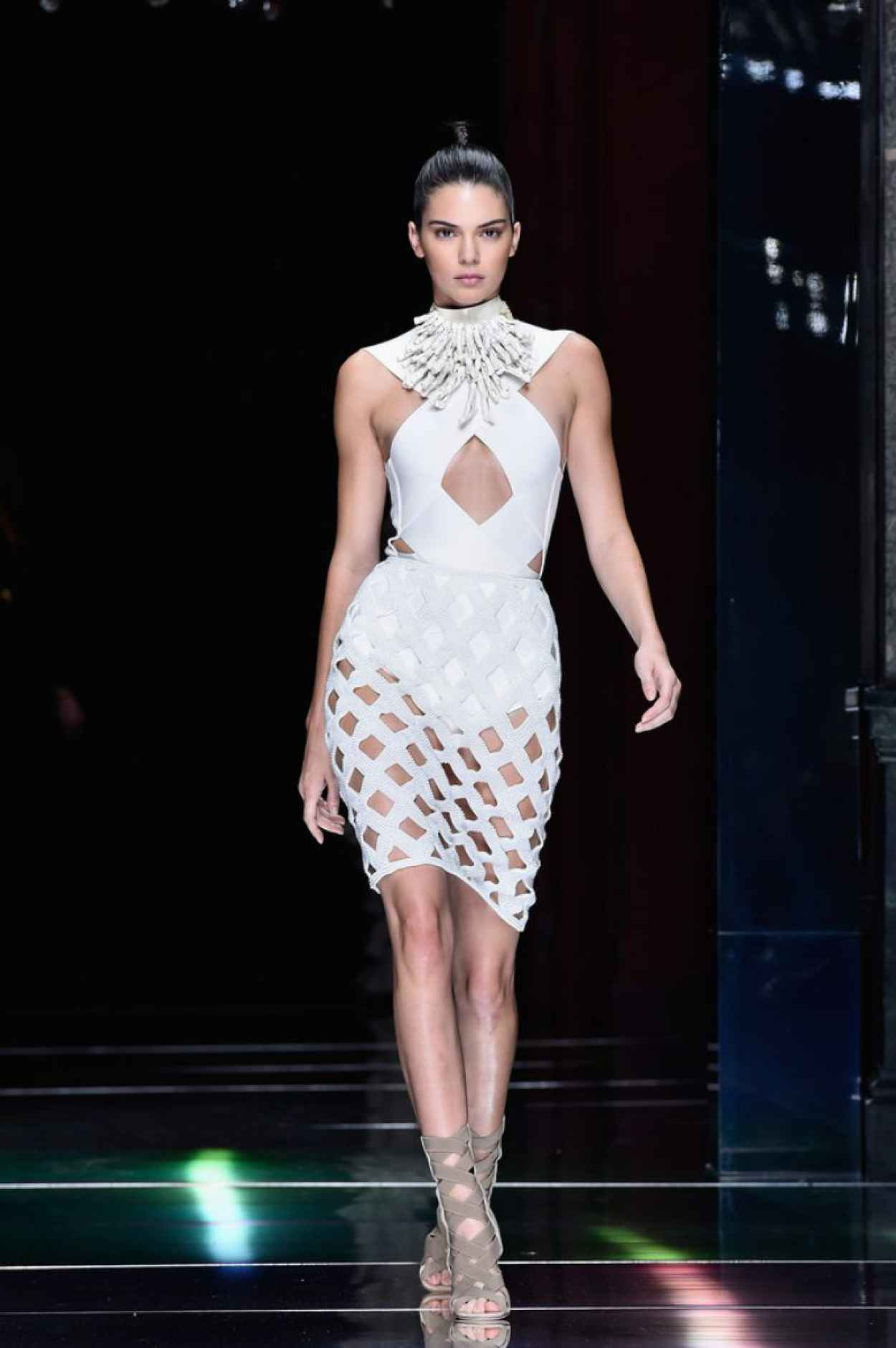 Kendall Jenner Balmain Show At Paris Fashion Week Womenswear S S 2016