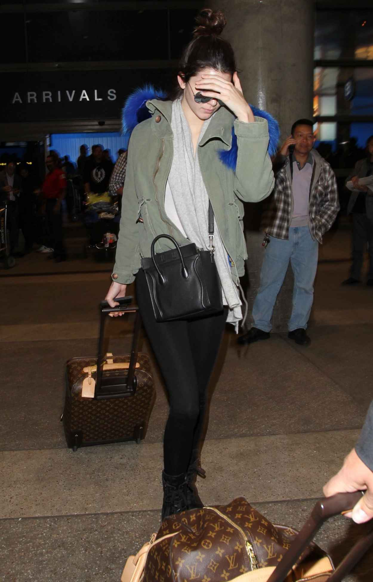 Kendall Jenner Street Style - Leaving LAX Aiport - December 2015-1