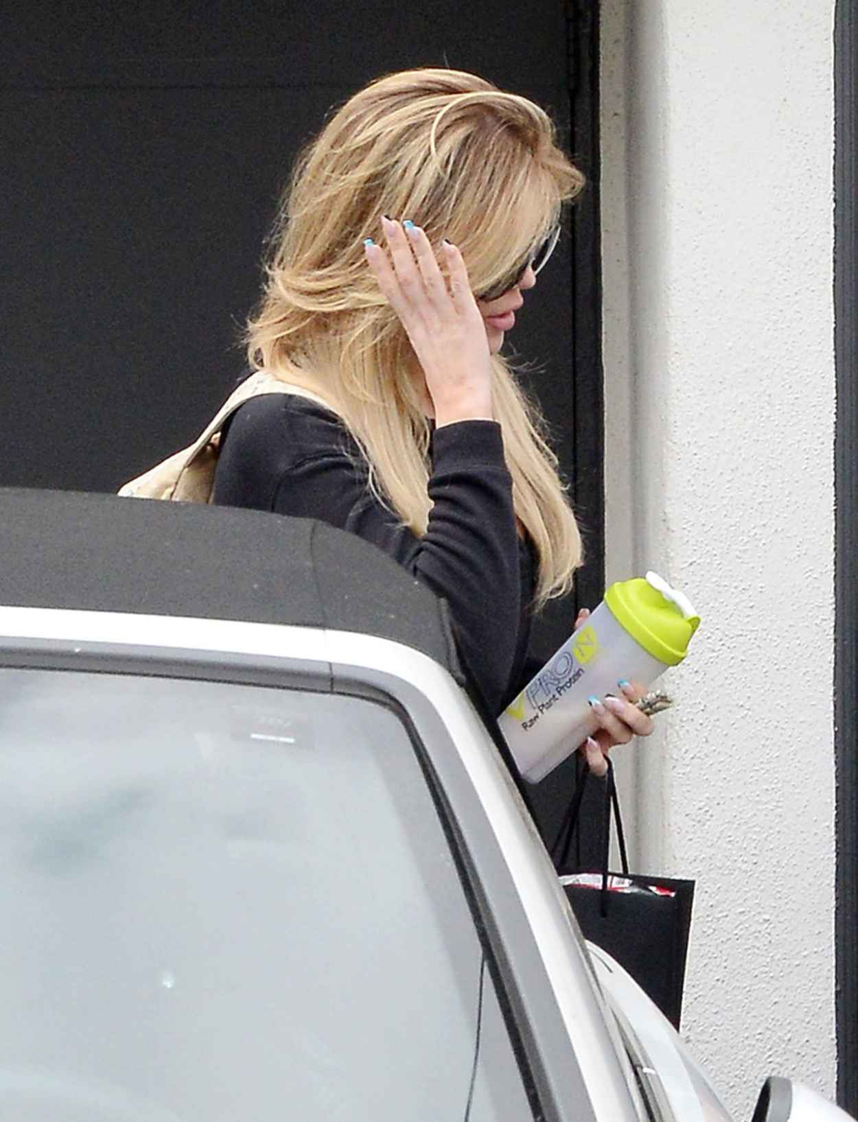 Khloe Kardashian - Leaving a Hair Salon After Getting Her Hair Done in Beverly Hills, June 2015-5