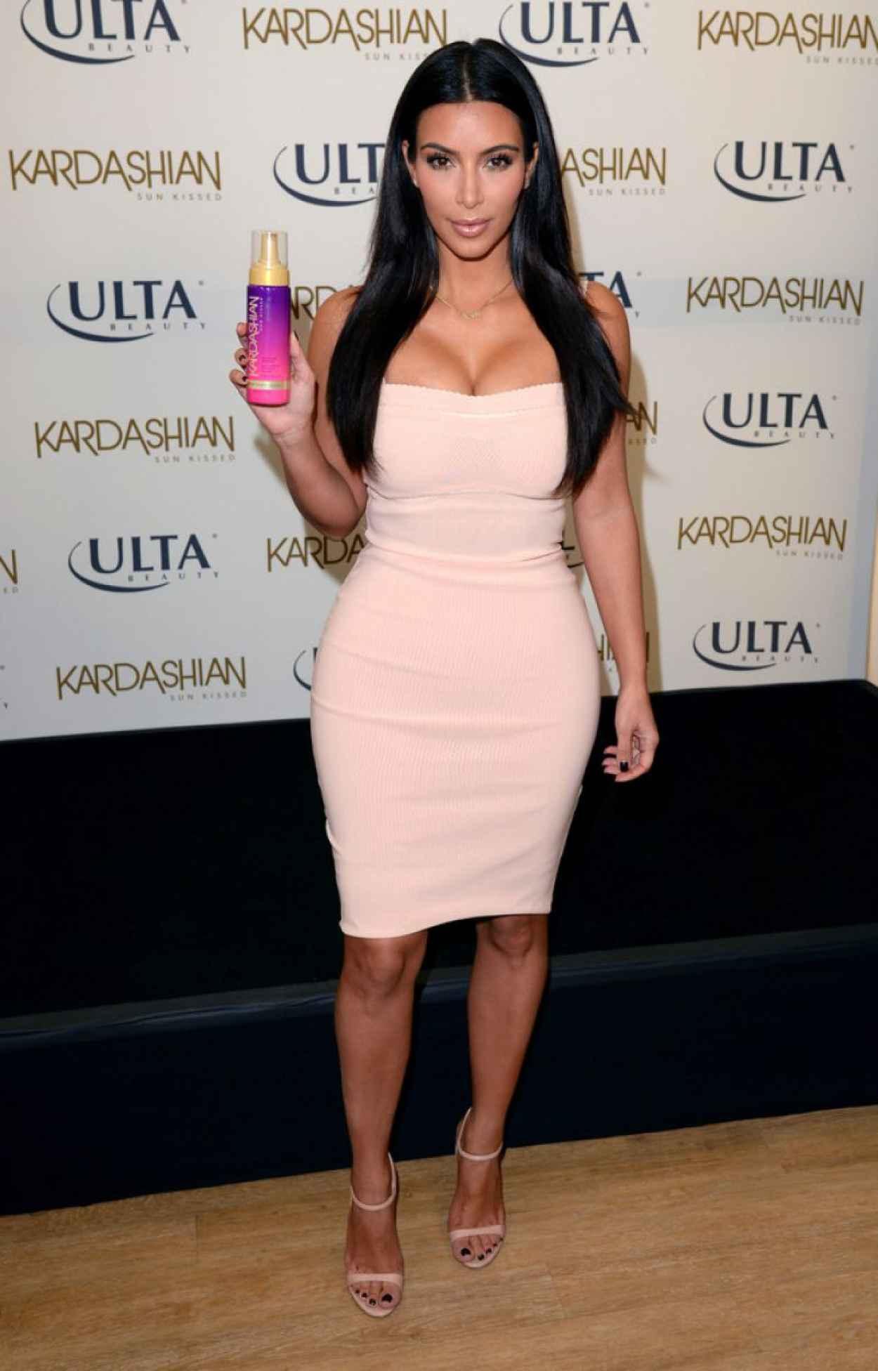Kim Kardashian: Kardashian Sun Kissed Promo Event -05