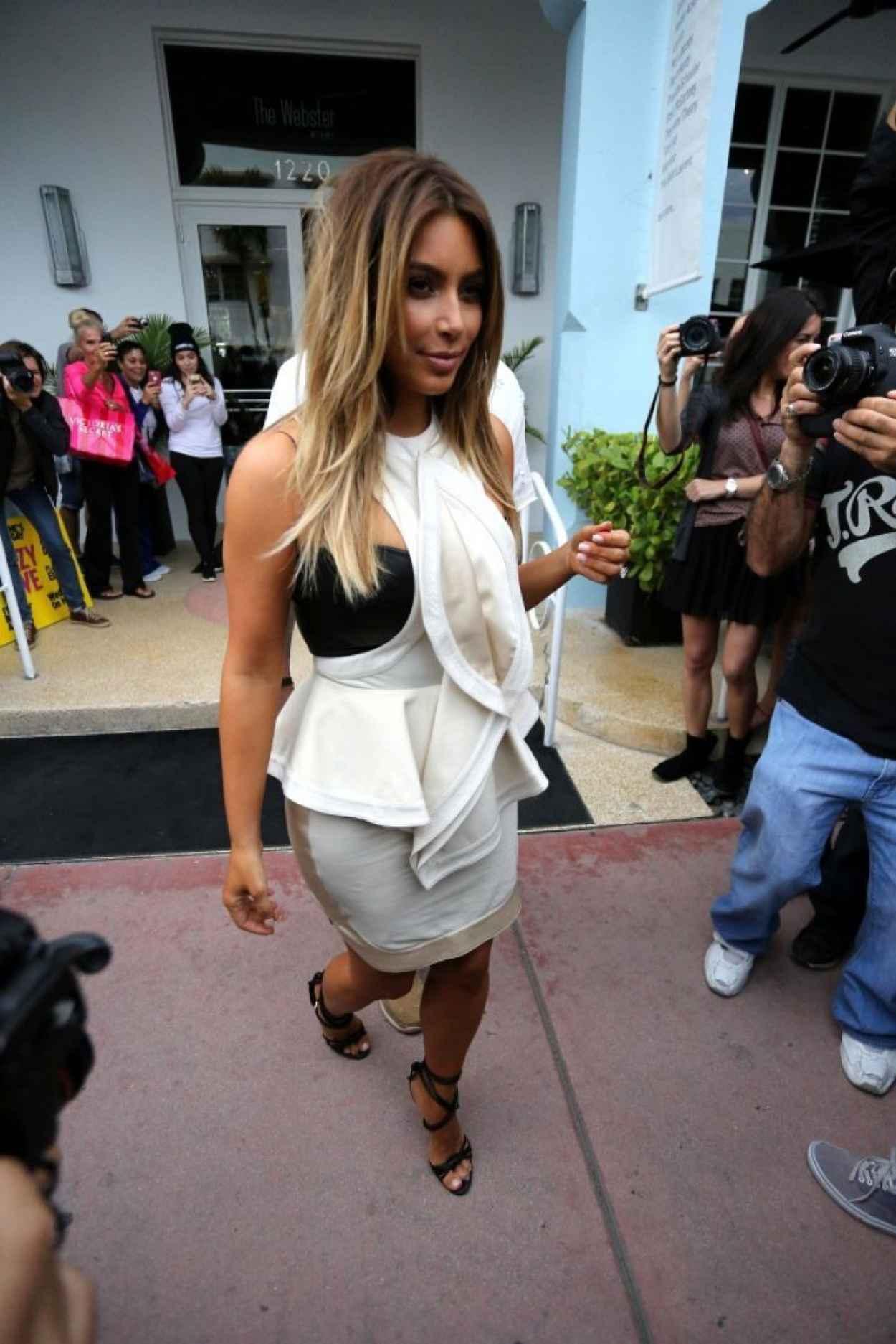 Kim Kardashian Street Style - Shopping in Miami - November 2015-1