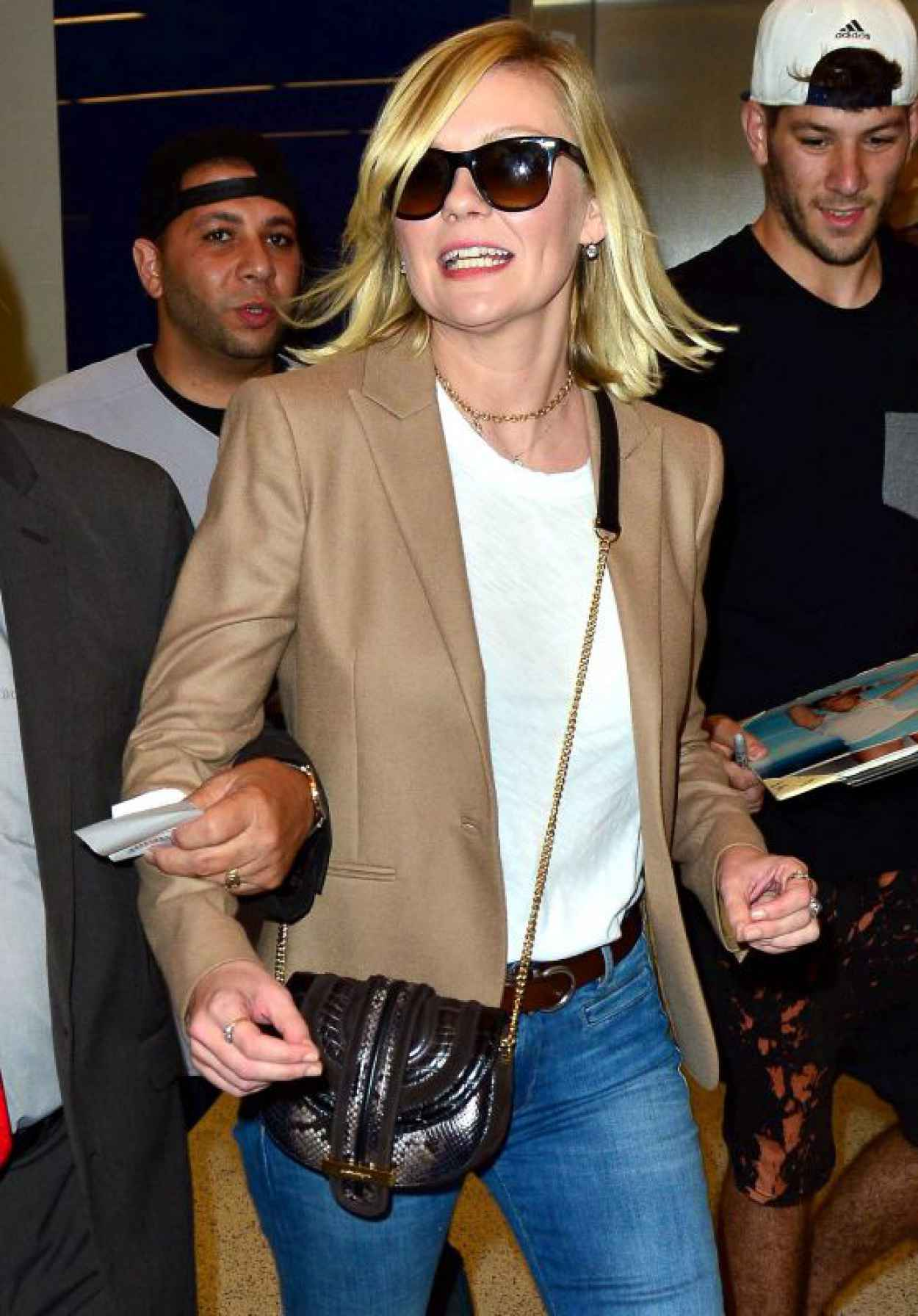 Kirsten Dunst at LAX Airport, October 2015-1