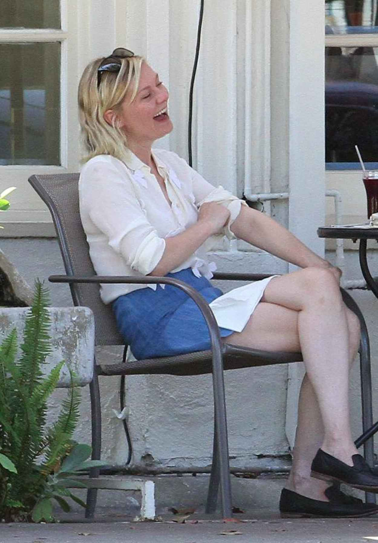 Kirsten Dunst - Having Lunch With a Friend in Los Angeles, August 2015-1