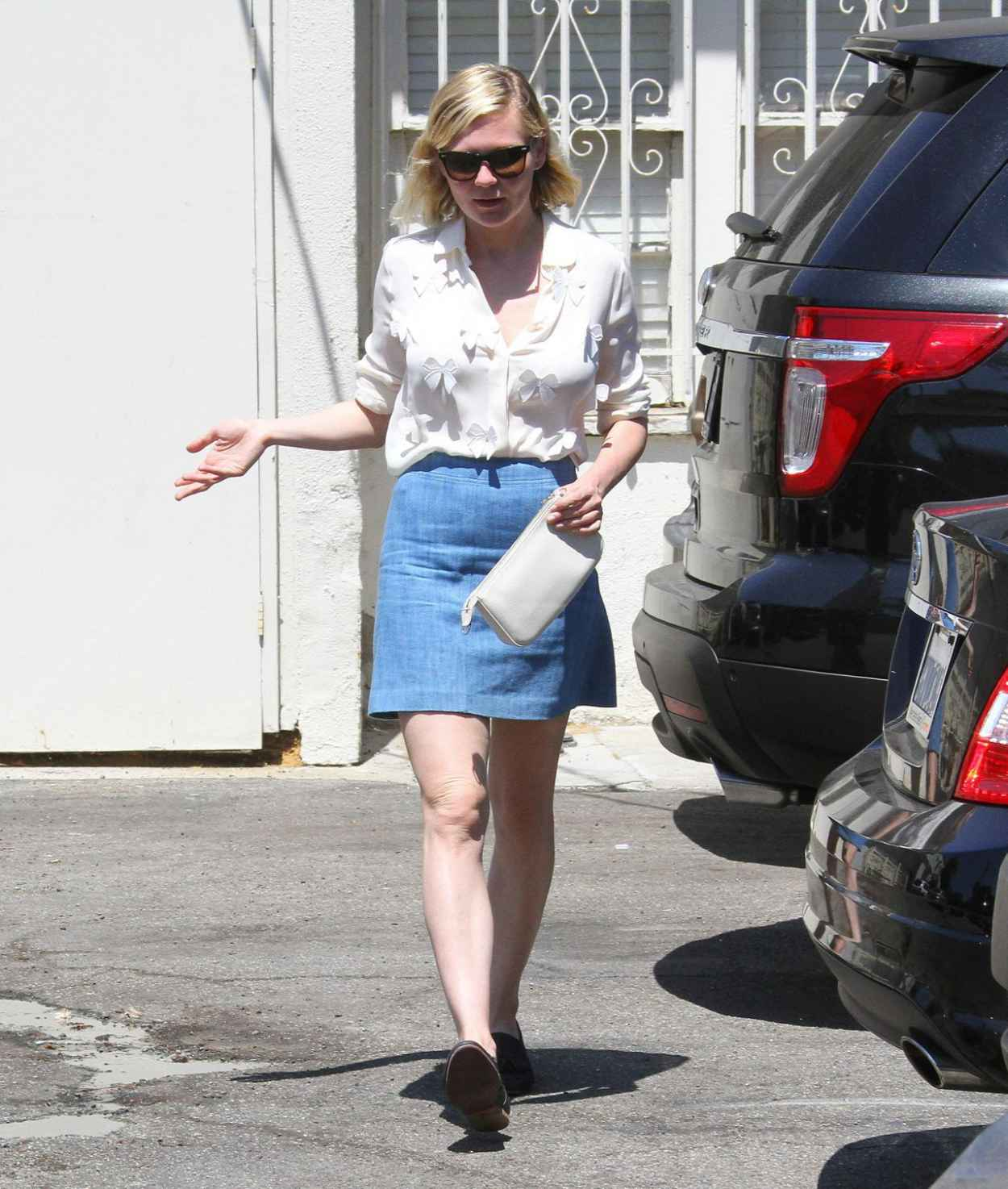 Kirsten Dunst - Having Lunch With a Friend in Los Angeles, August 2015-2