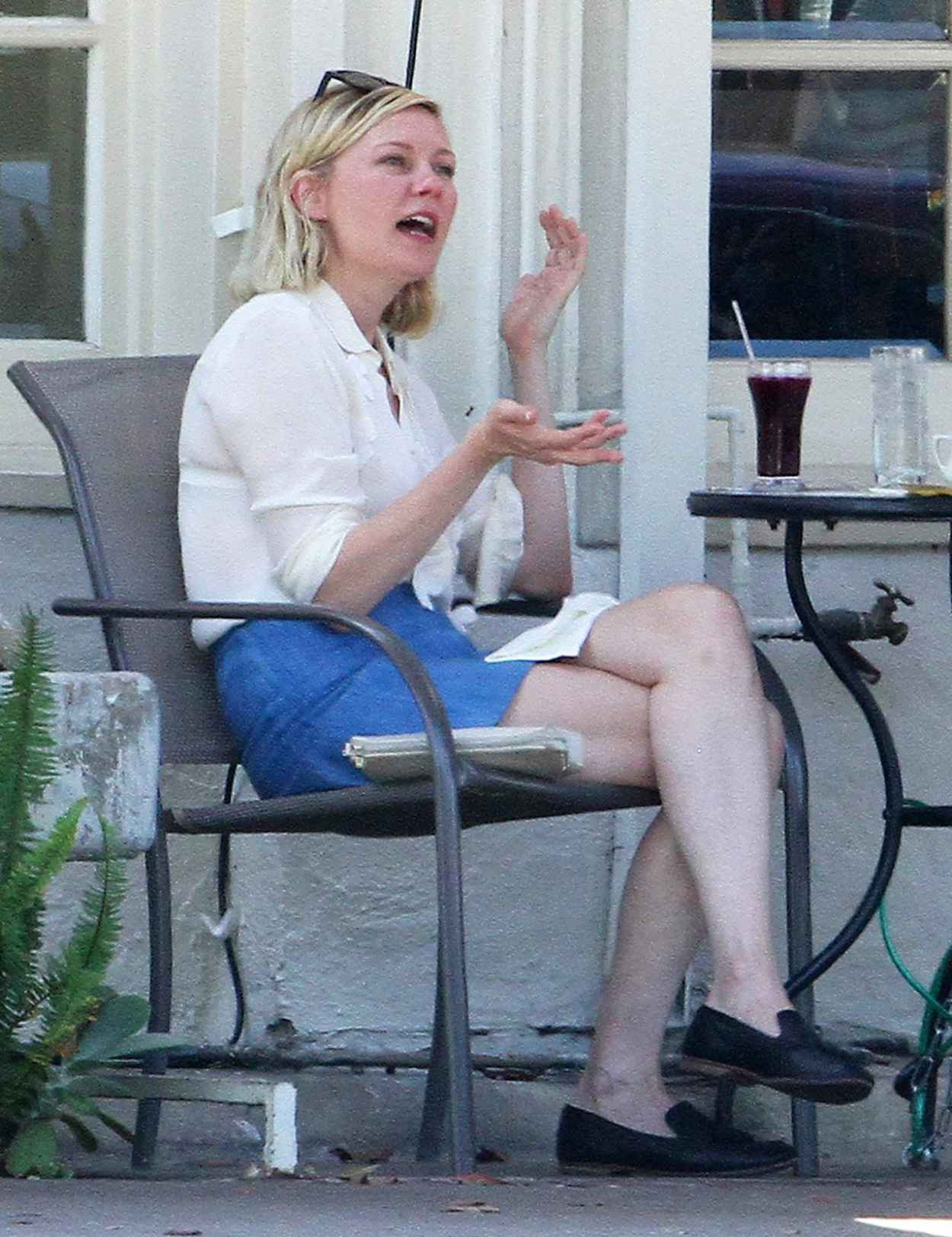 Kirsten Dunst - Having Lunch With a Friend in Los Angeles, August 2015-3
