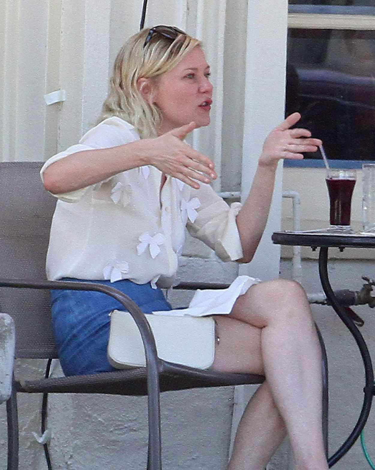 Kirsten Dunst - Having Lunch With a Friend in Los Angeles, August 2015-4