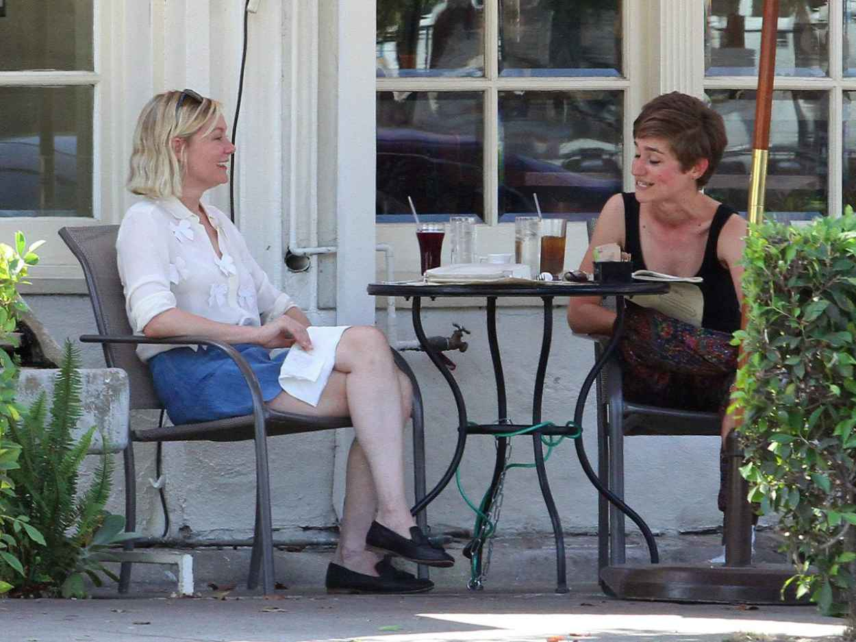 Kirsten Dunst - Having Lunch With a Friend in Los Angeles, August 2015-5
