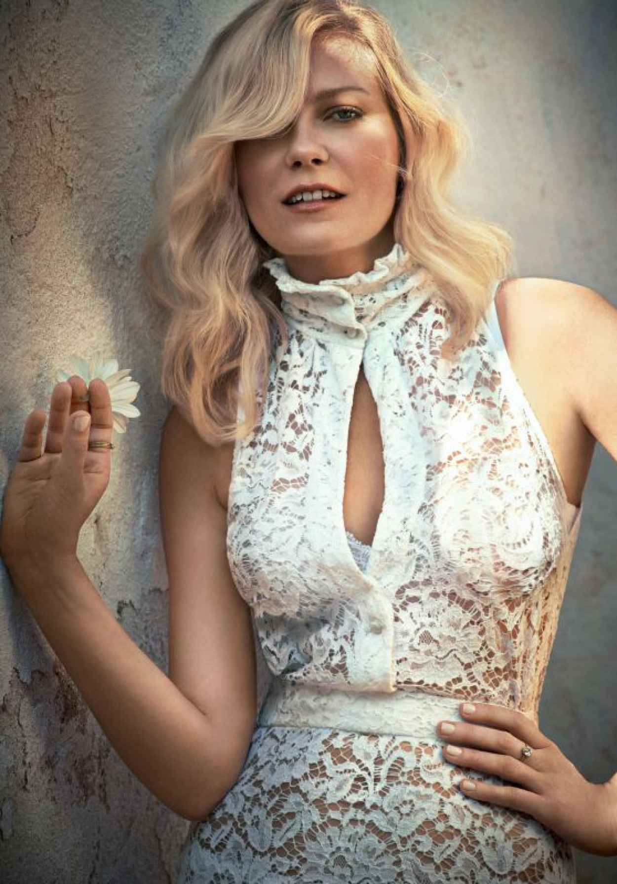 Kirsten Dunst - Town & Country Magazine September 2015-1