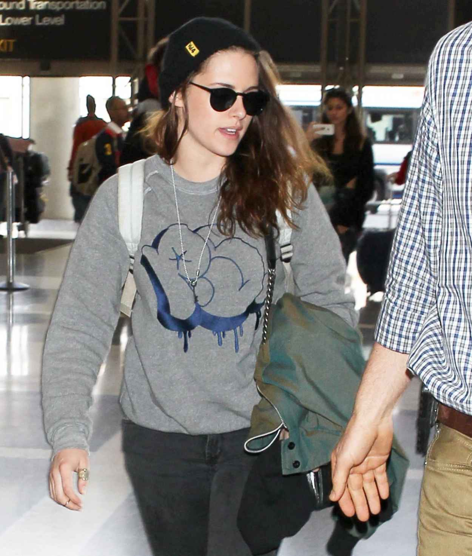 Kristen Stewart Street Style Lax Airport February 2015