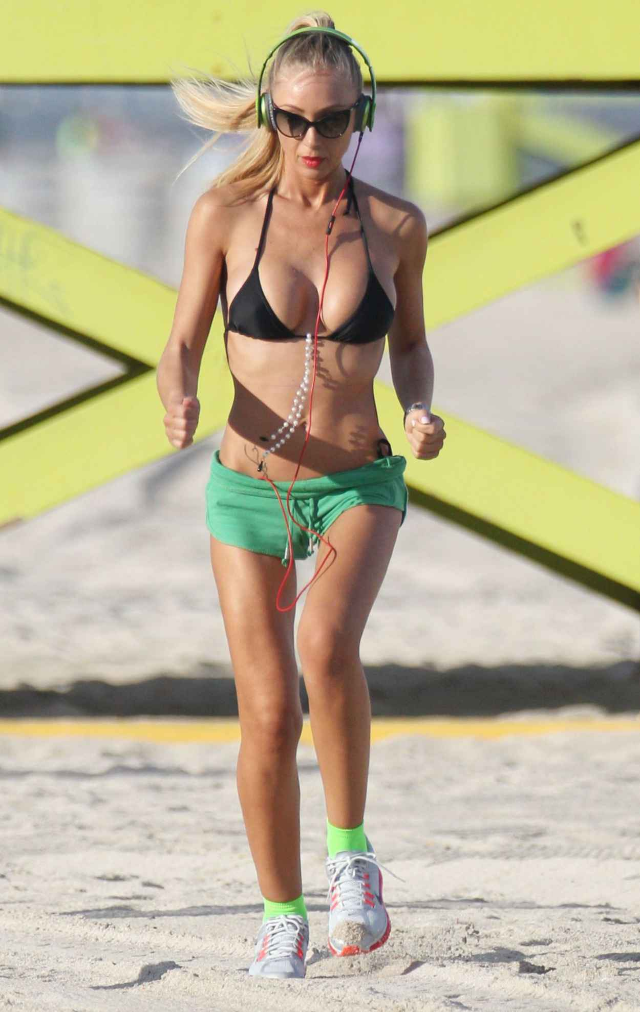 Laura Cremaschi Hot Photos - Exercising in Miami Beach - November 2015-2