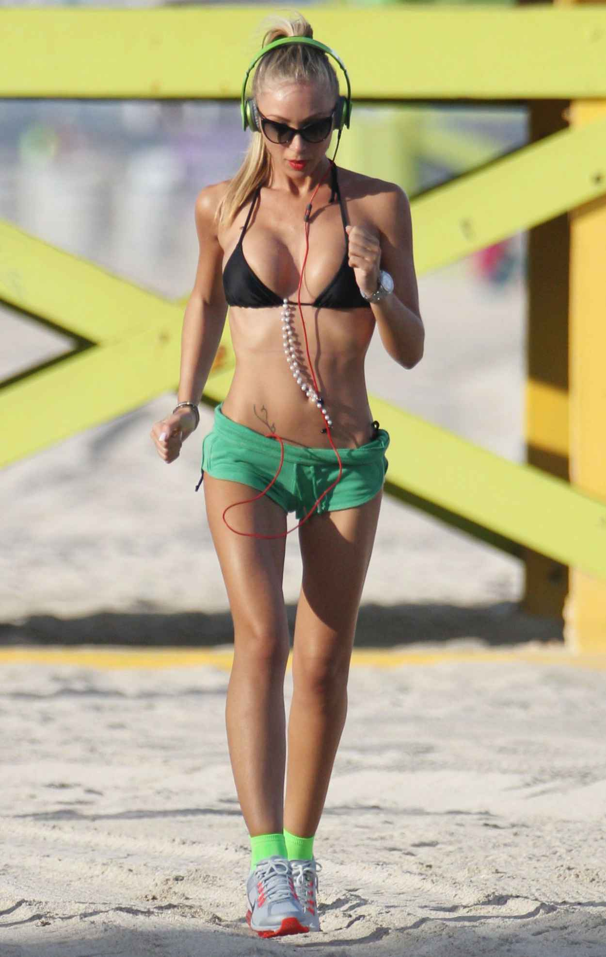 Laura Cremaschi Hot Photos - Exercising in Miami Beach - November 2015-4