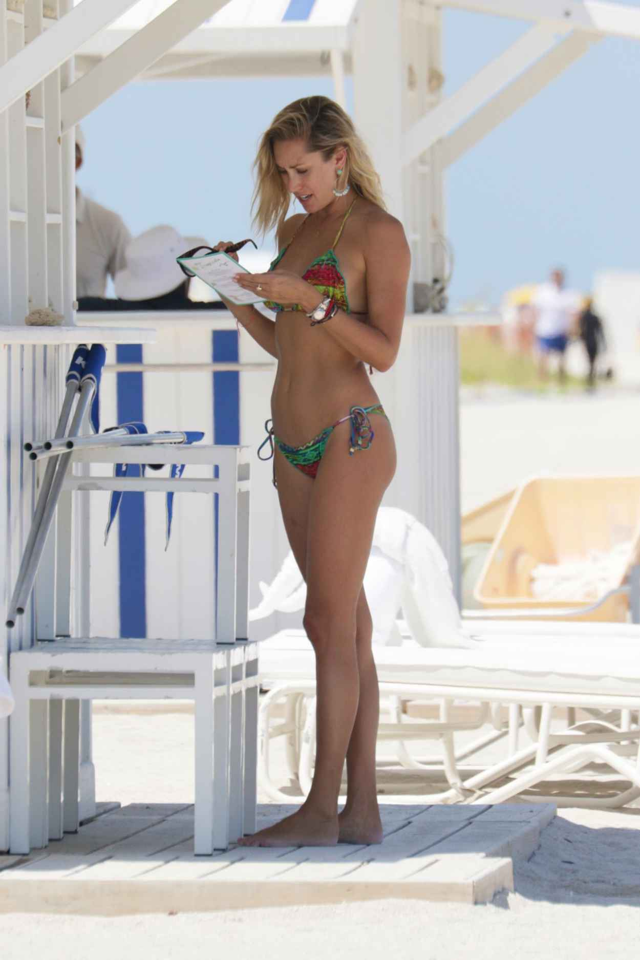 Lauren Hubbard in Black Bikini in Miami Beach Pic 5 of 35