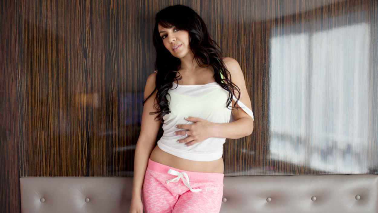 Layla El - Diva Day Off: Lounging with Layla Photoshoot-1