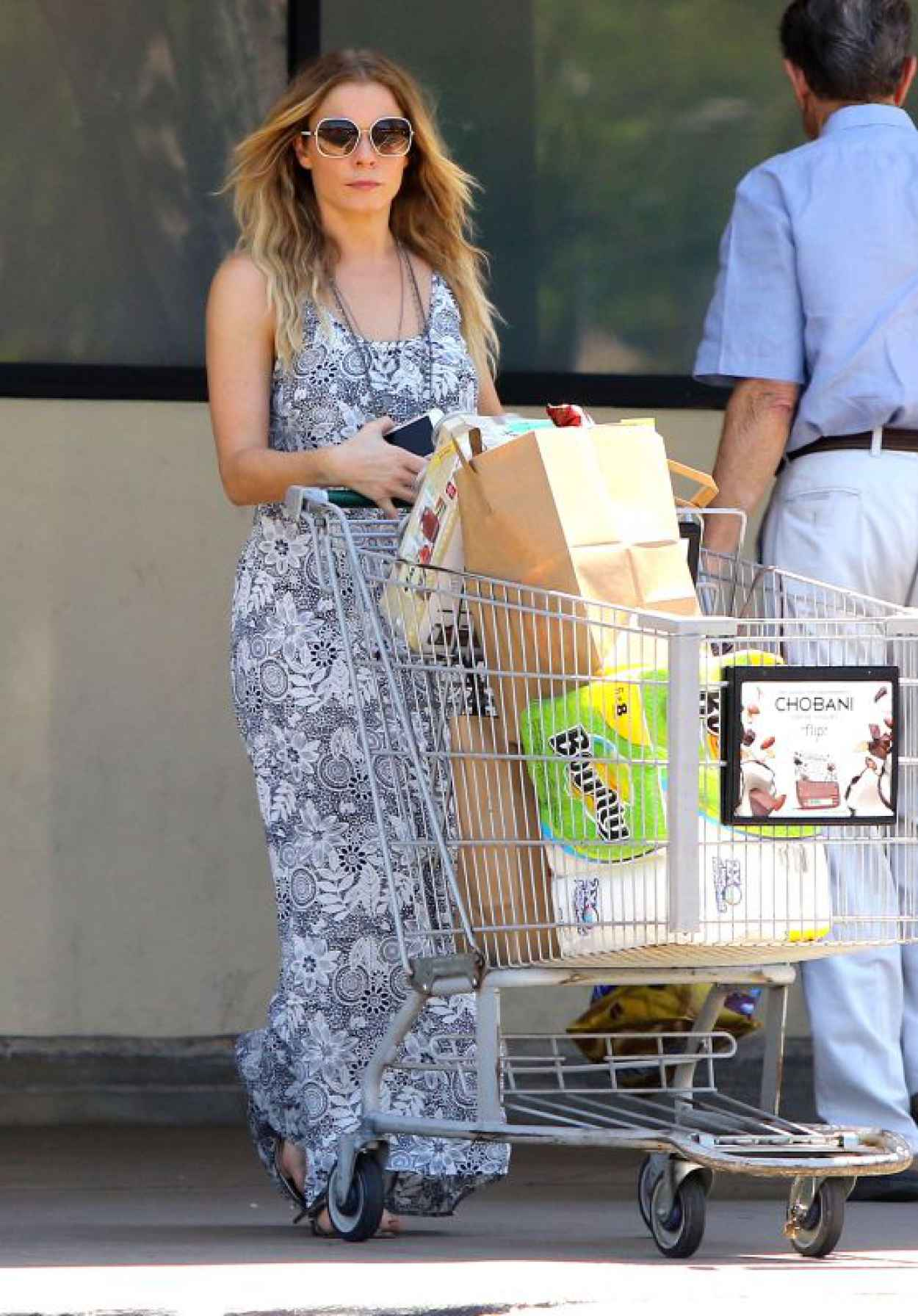 LeAnn Rimes - Grocery Shopping in Calabasas, June 2015-1