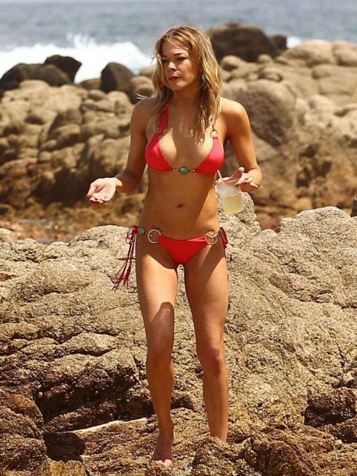 Bikini picture of leann rimes not