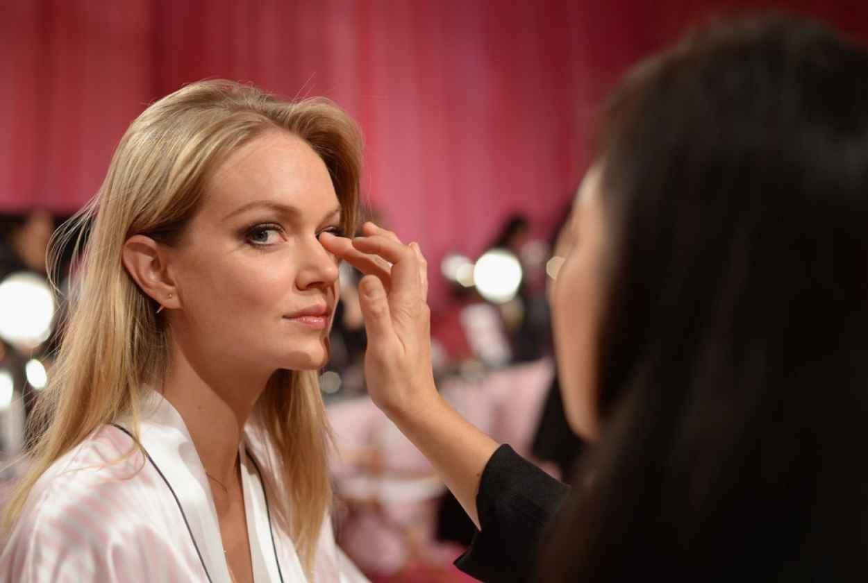 Lindsay Ellingson - Backstage Victoria-s Secret Fashion Show in New York City-1
