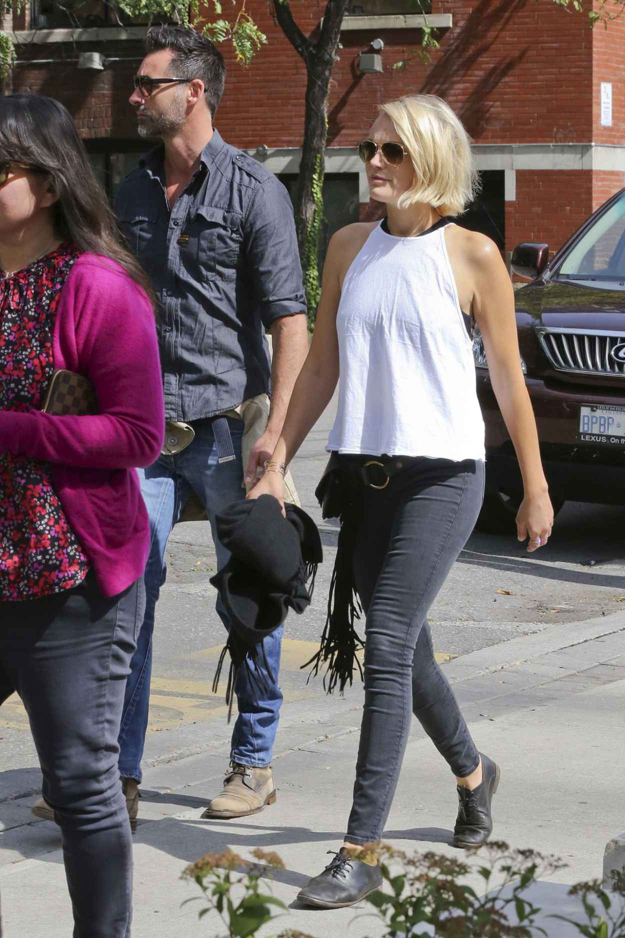 Malin Akerman Enjoys a Walk in Toronto With Her New Beau, September 2015-3