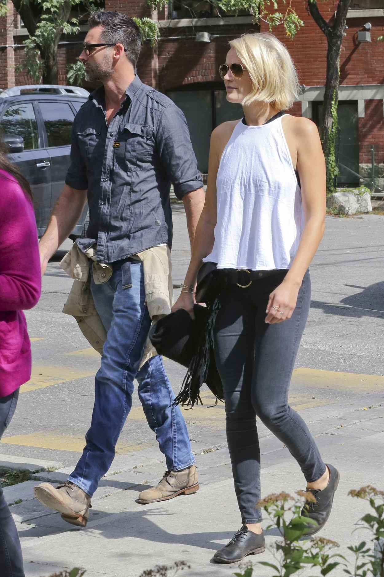 Malin Akerman Enjoys a Walk in Toronto With Her New Beau, September 2015-4