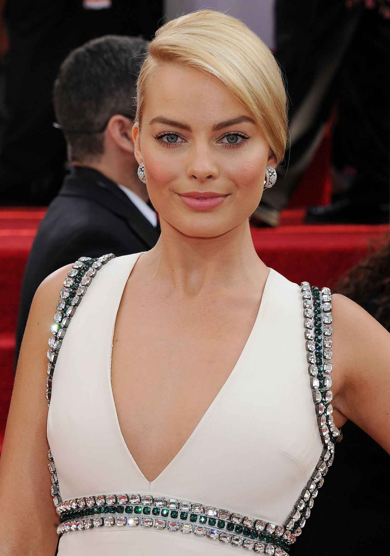 Margot Robbie Wears Gucci - 2015 Golden Globe Awards Red Carpet-1