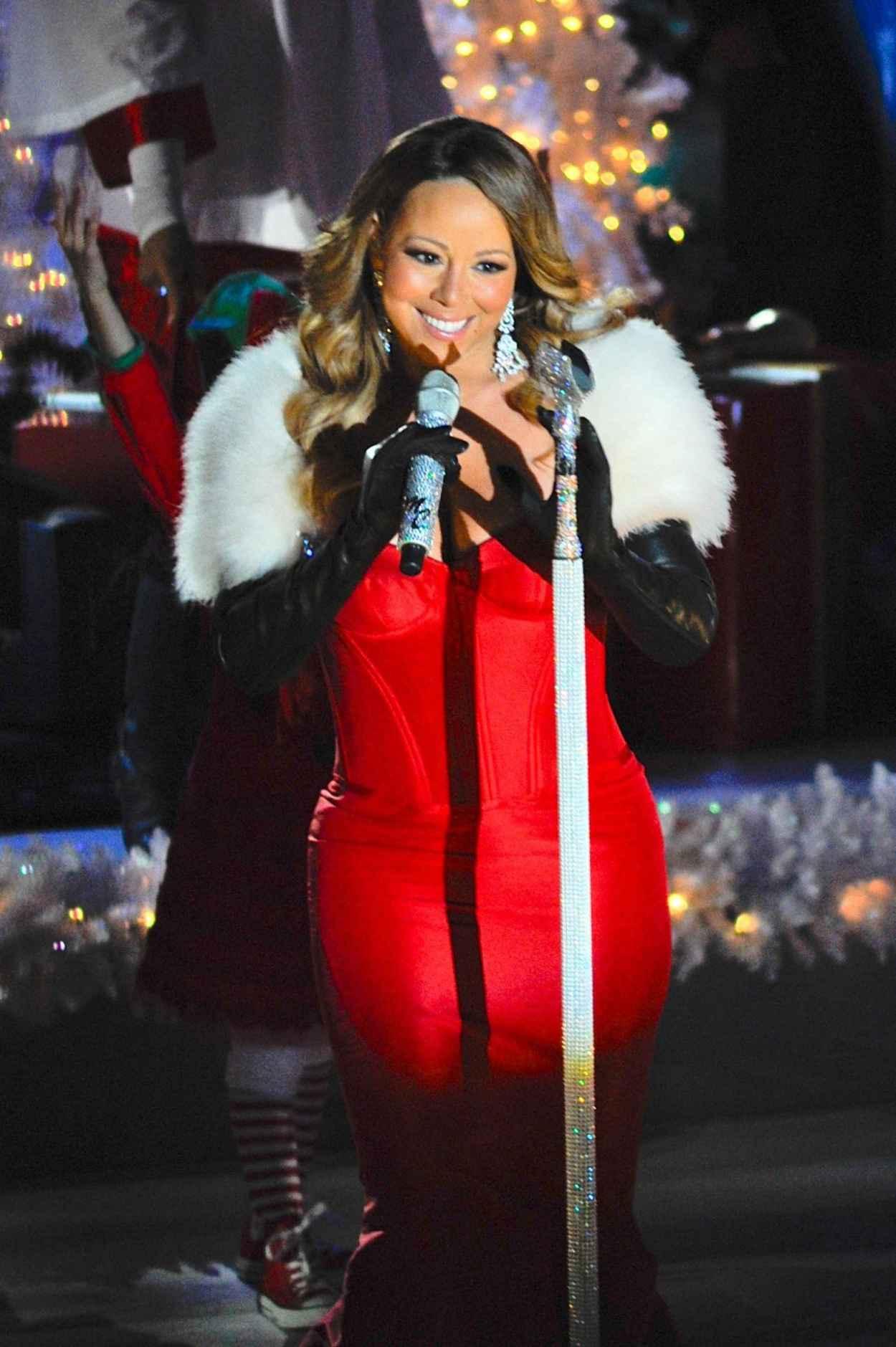 Mariah Carey Performs at 81st Annual Rockefeller Center Christmas Tree Lighting - Dec. 2015-1
