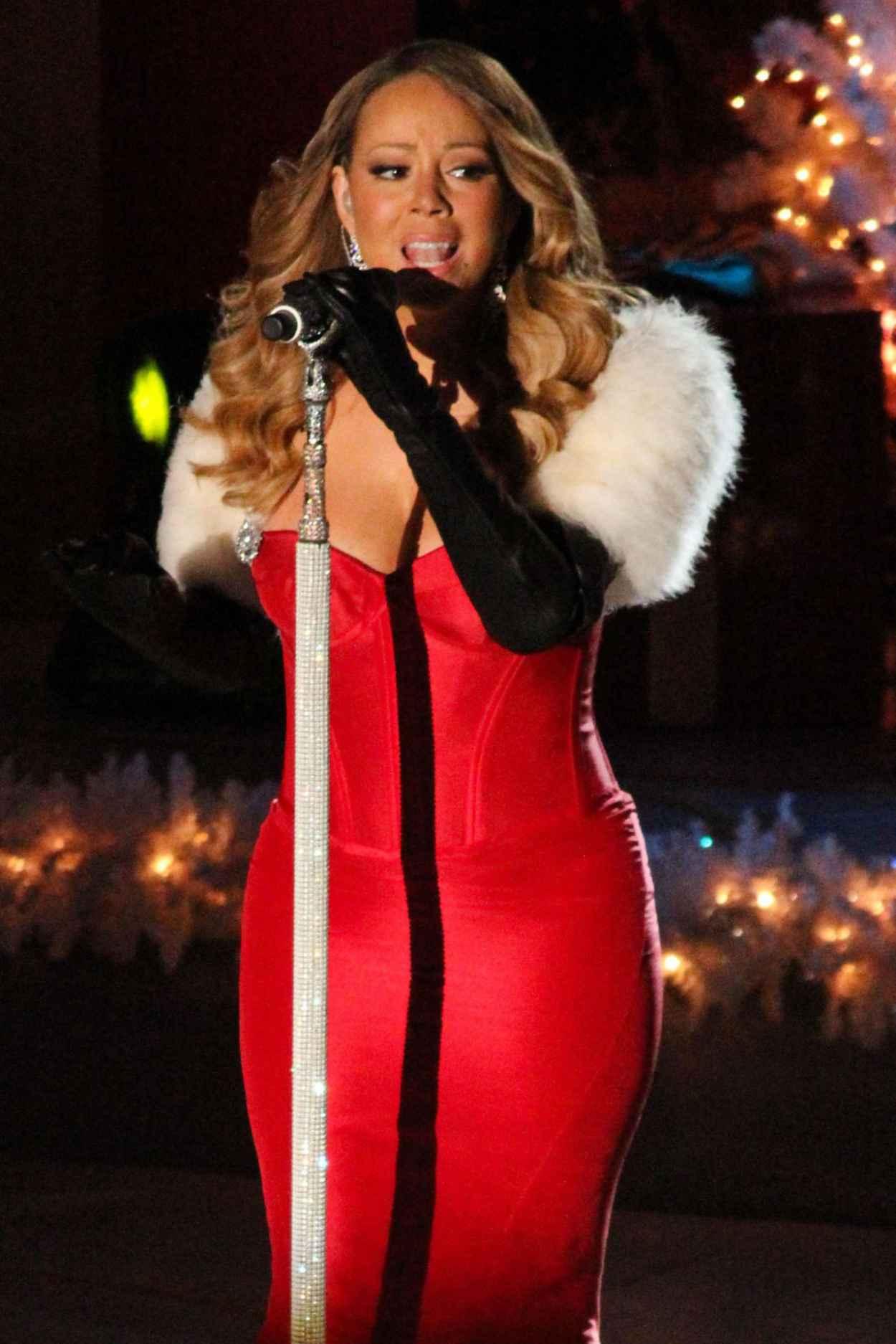 Mariah Carey Performs at 81st Annual Rockefeller Center ...